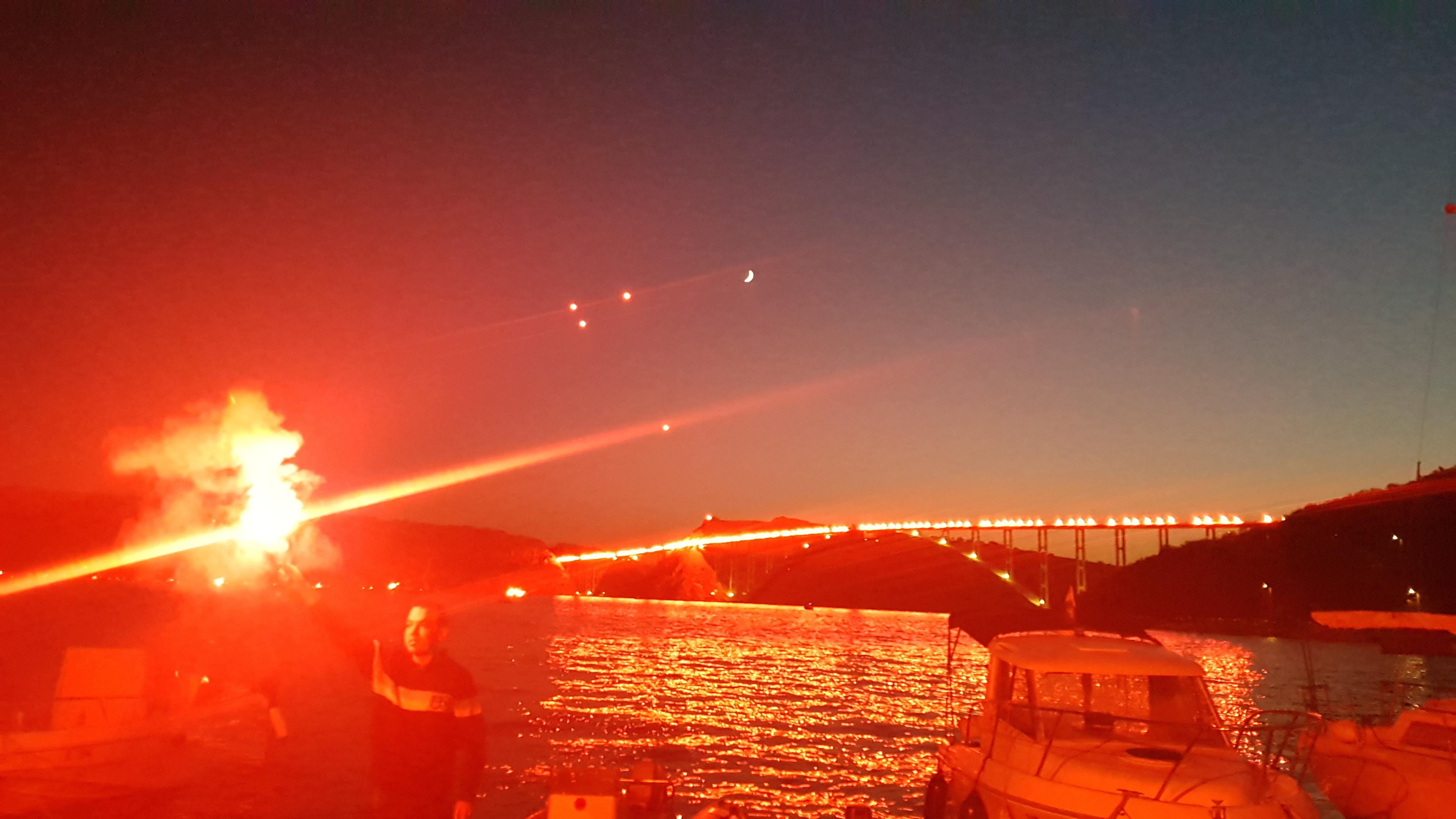 Bakljada na Krčkom mostu / Snimila Antonia BARIĆ