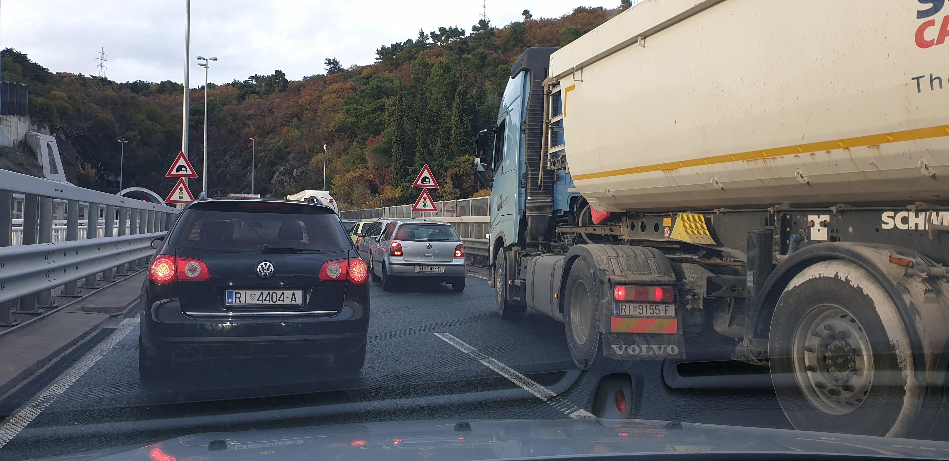 Zastoj u prometu / Snimio Dražen HERLJEVIĆ