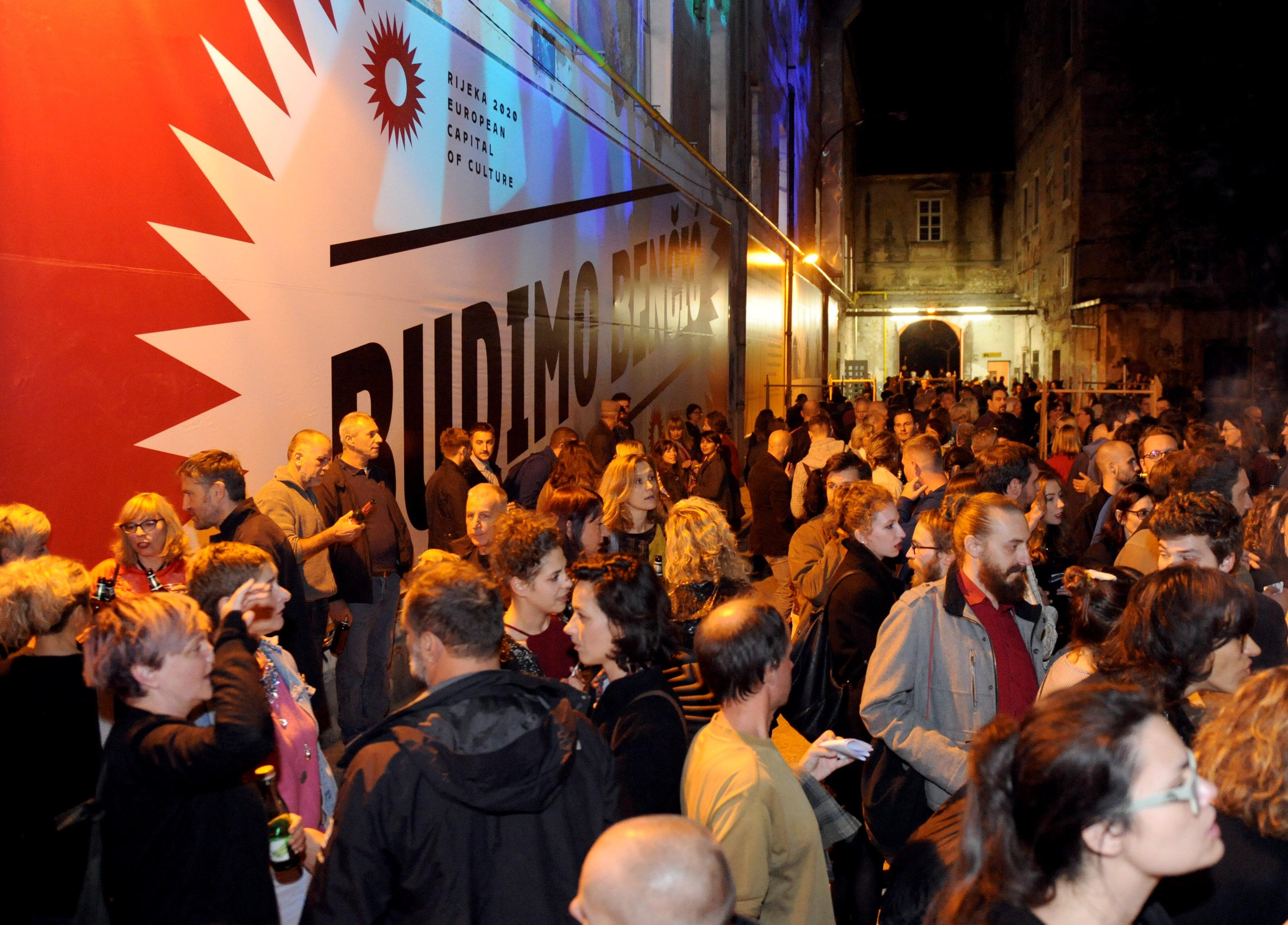 Brojna publika na otvorenju MMSU-a u bivšem Benčići / Foto Marko GRACIN