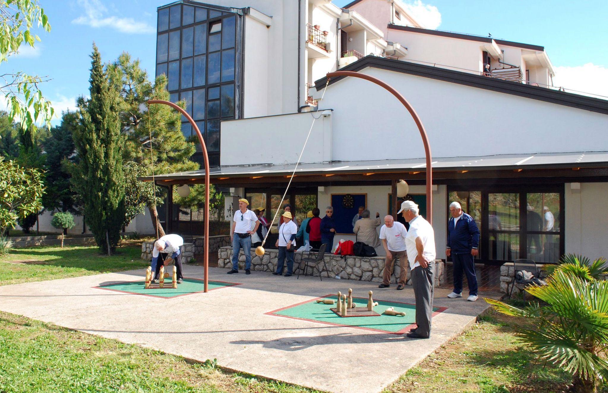 Već tradicionalni sportski susreti umirovljenika u Malom Kartecu, uz ostala postignuća, ravnatelju Pokrajčiću donijeli prestižnu nagradu / foto Mladen TRINAJSTIĆ