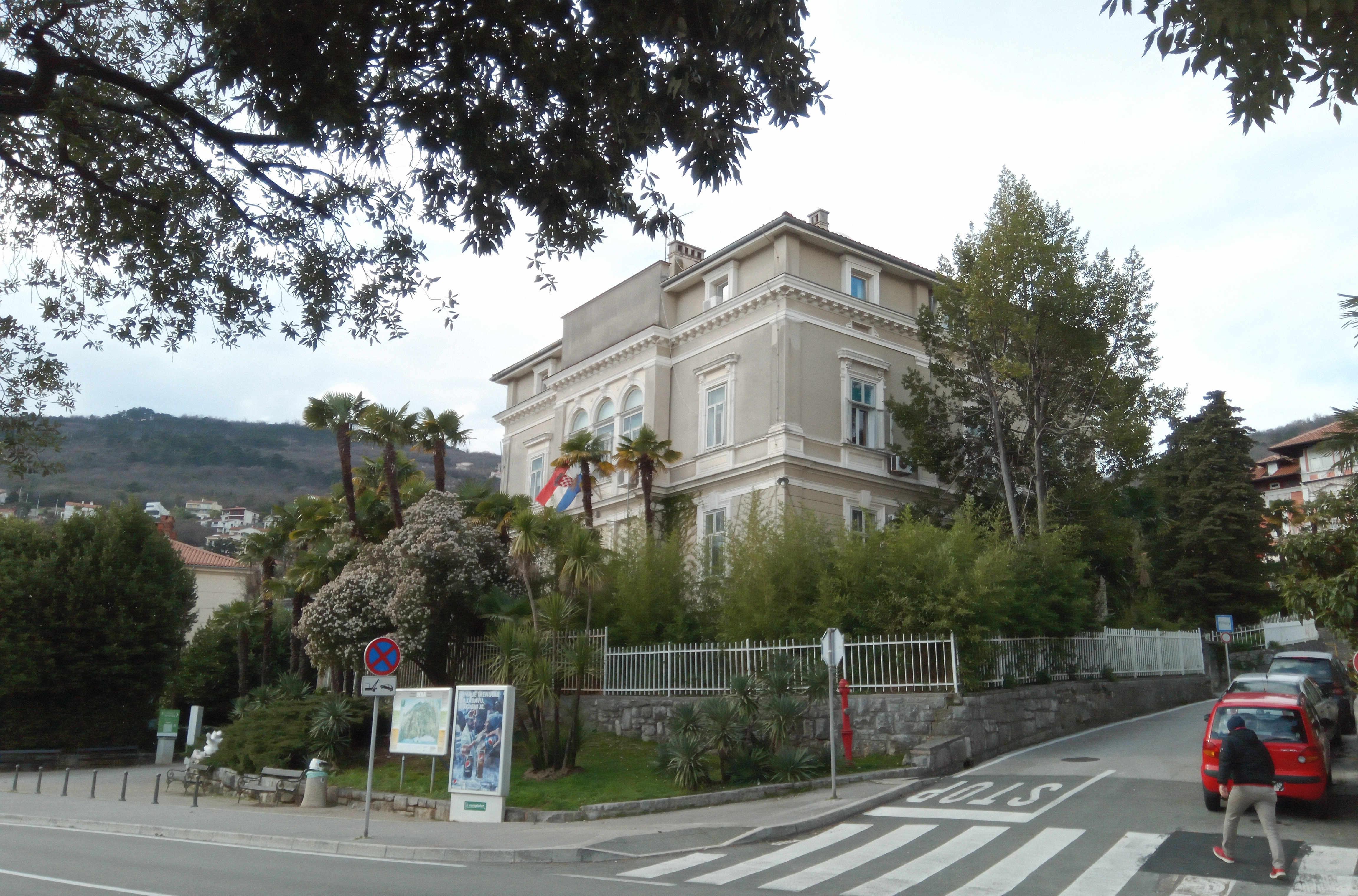 Velika vila Keglevish iz koje je nedavno iselila opatijska policija, snimio Marin ANIČIĆ