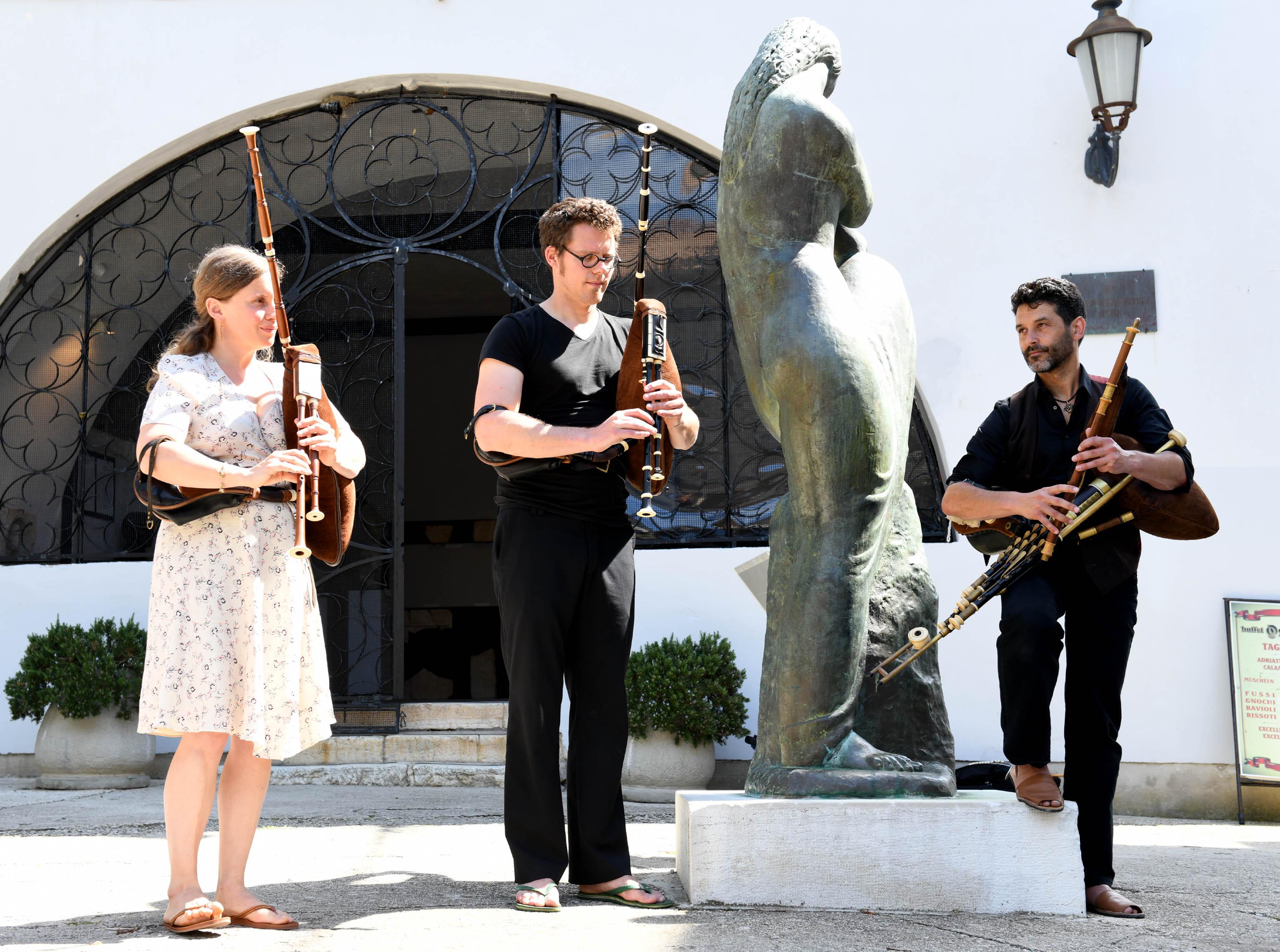 Gosti iz Belgije na Festivalu mijeha u Nerezinama / Snimio Marko GRACIN