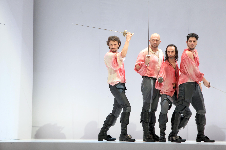 Dražen Mikulić (drugi slijeva) nije se odlučio na obračun, već je glumio u predstavi Tri mušketira / Foto NEL PAVLETIĆ/PIXSELL