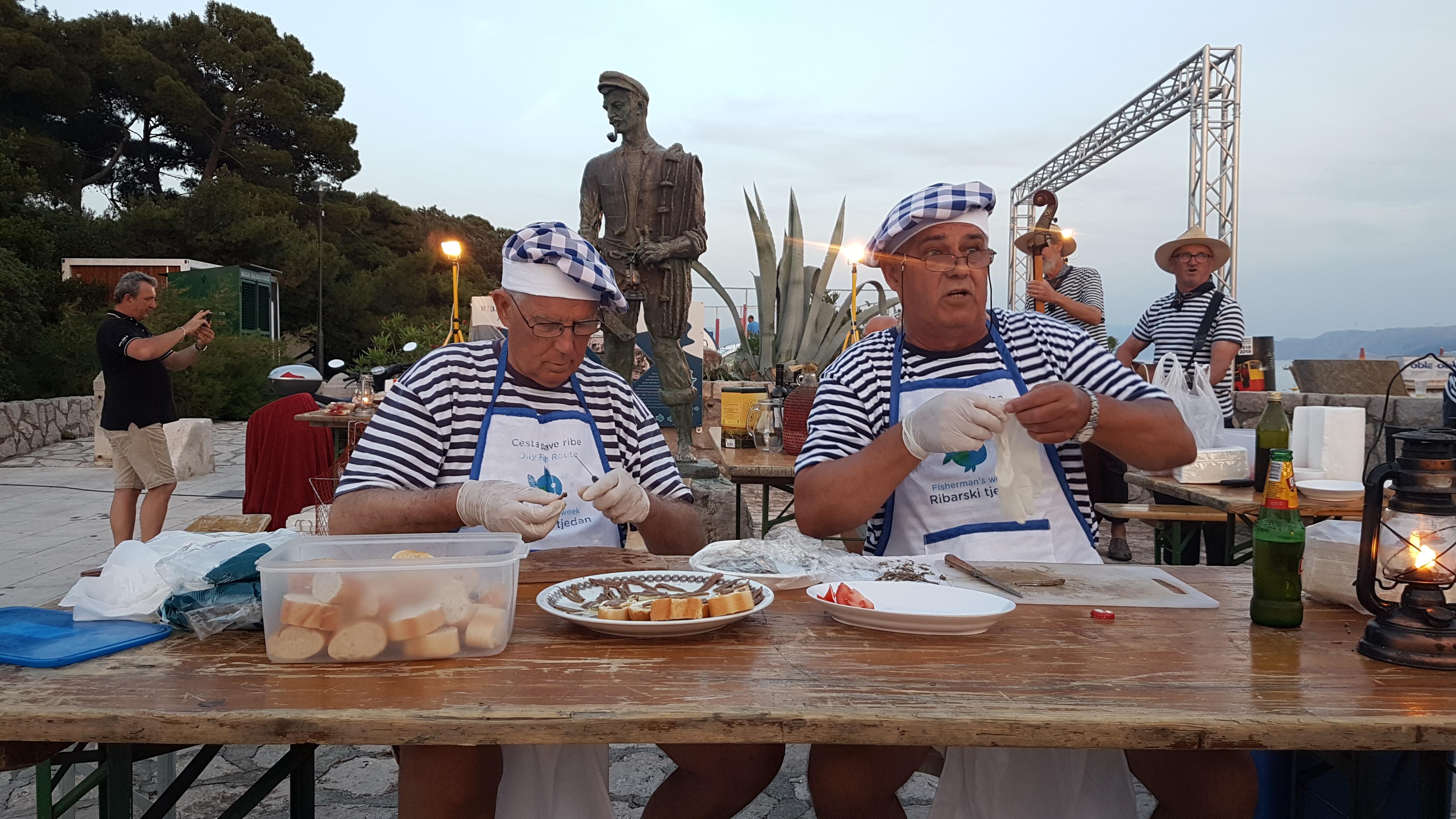 Članovi PŠRD Arbun pripremali su ukusne delicije / Snimila Nataša CAR