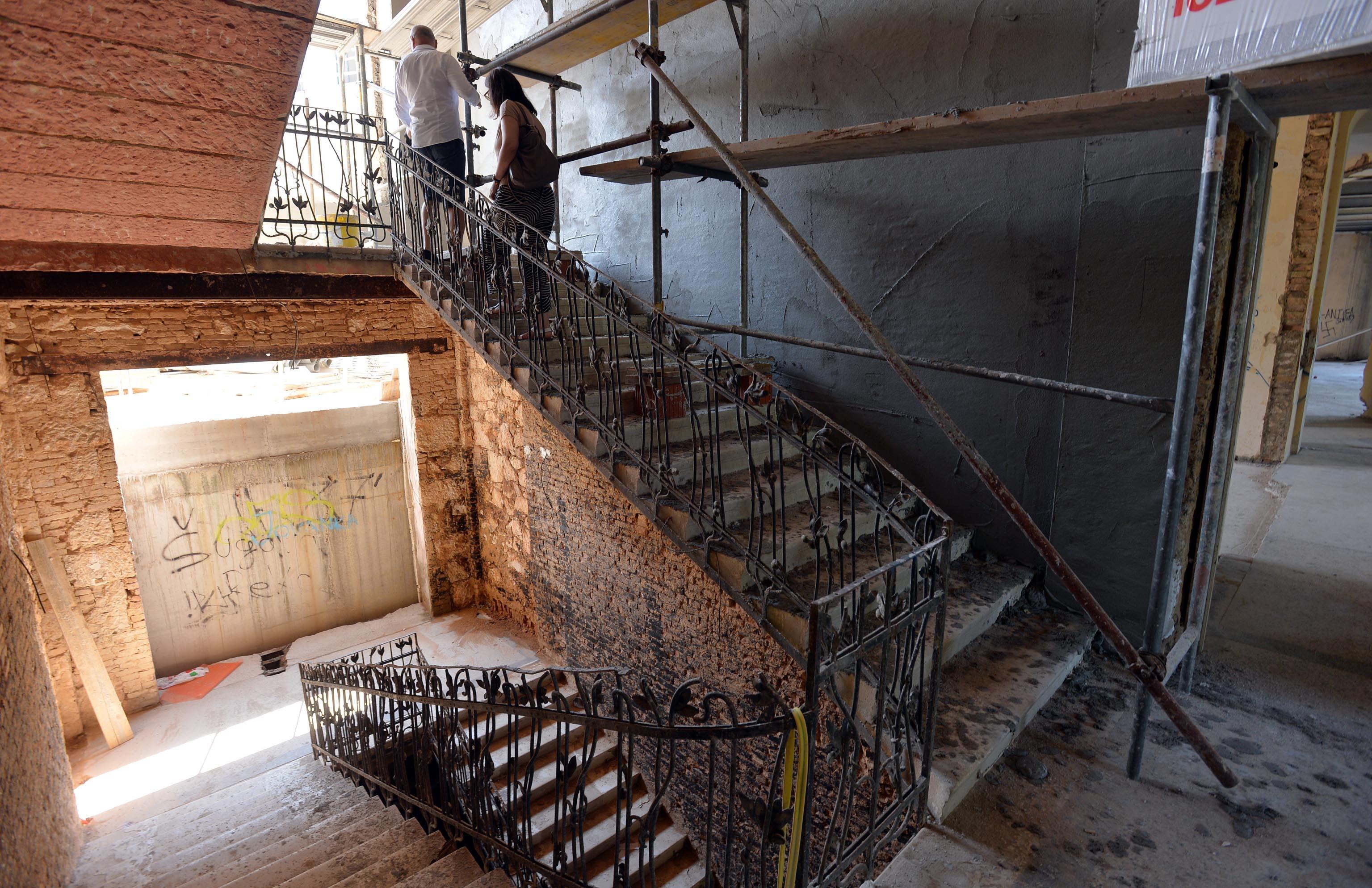 U starom dijelu Miramarea dominira prekrasno staro kameno stubište s originalnom ogradom / Snimio Damir ŠKOMRLJ