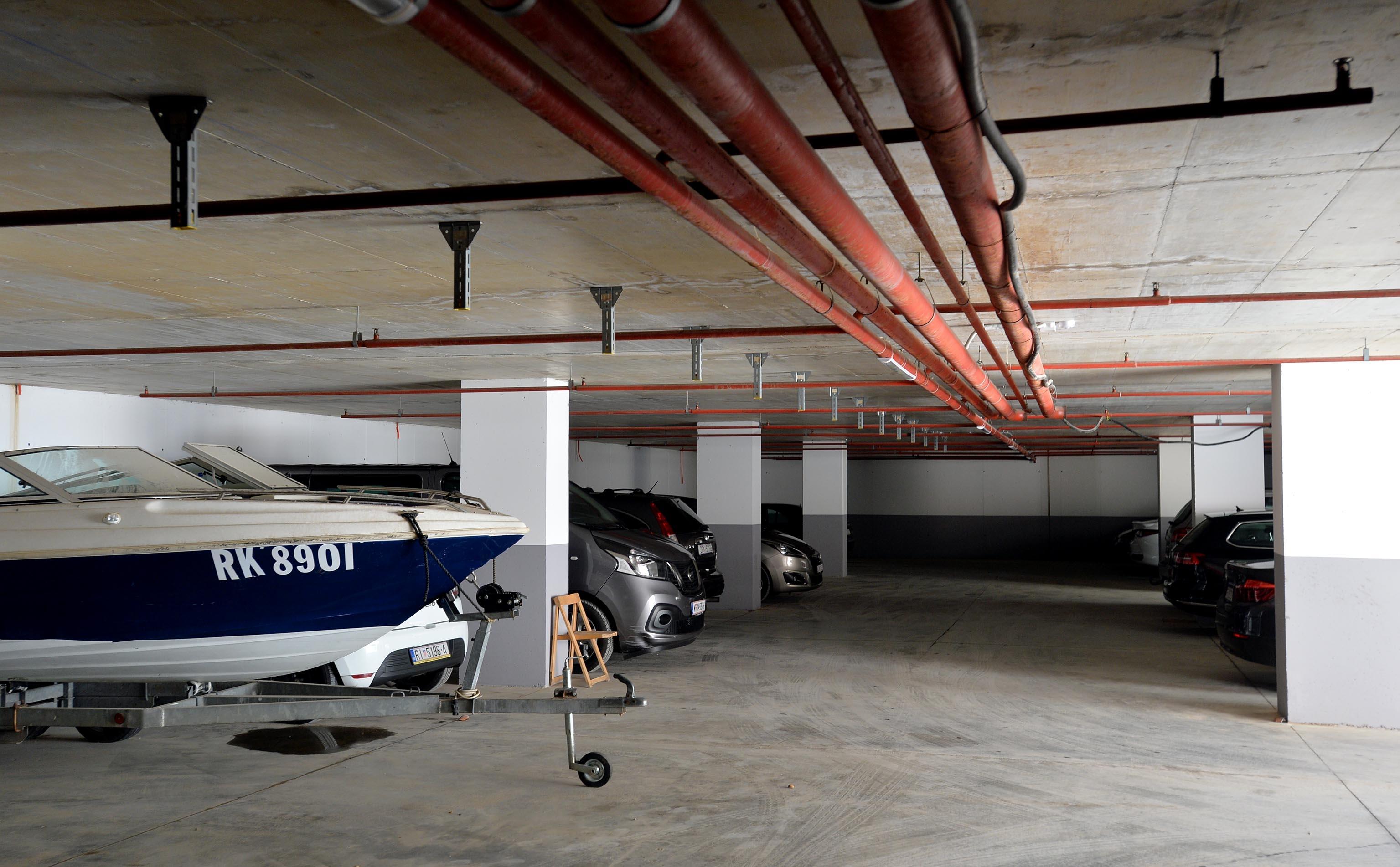 Budući hotel imat će i svoje parkiralište / Snimio Damir ŠKOMRLJ