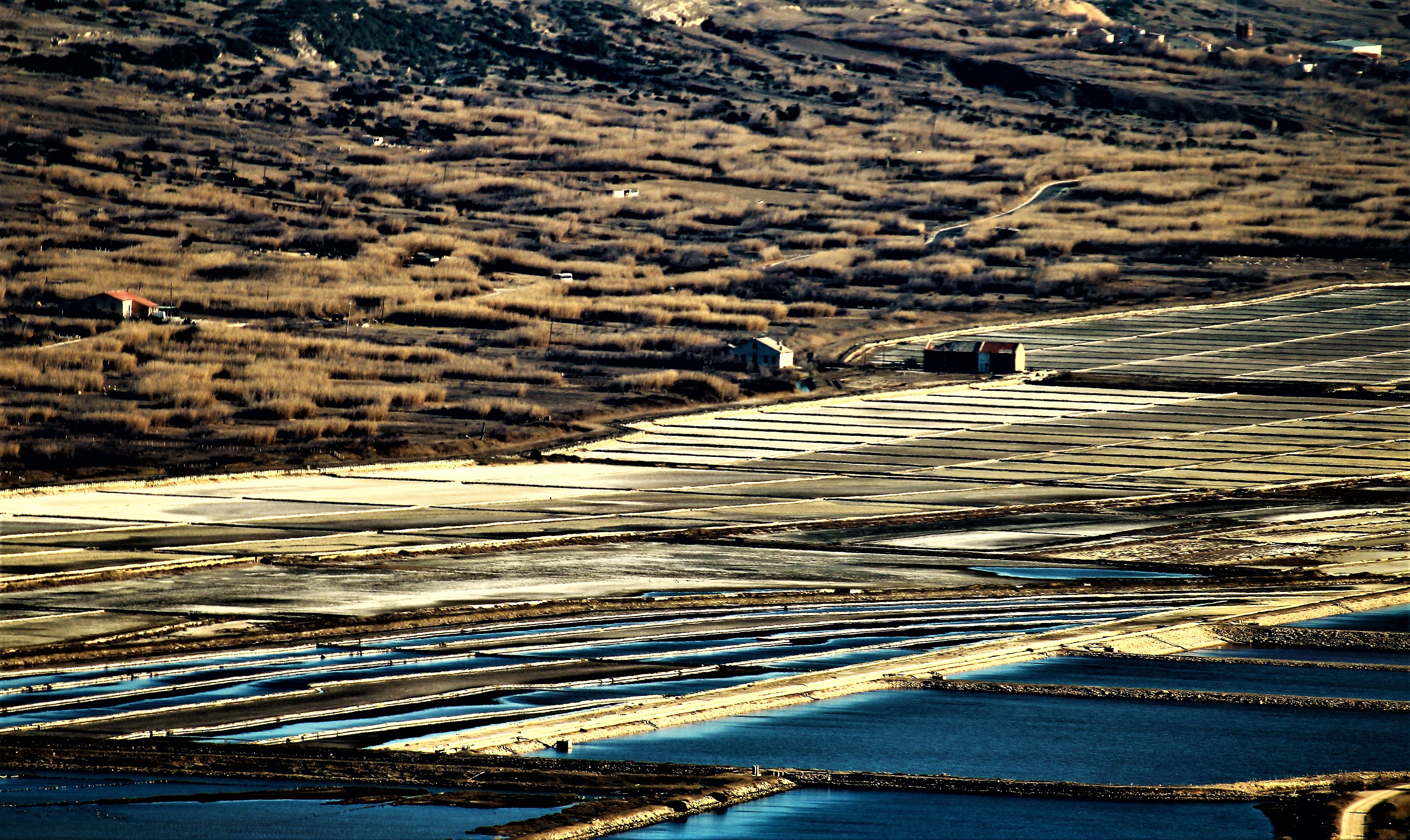 Polja soli u Solani Pag smještena su na oko jedan i pol metar ispod razine mora, a leže na podlozi od vodonepropusne ilovače / Foto Solana Pag/Rajko Peranić