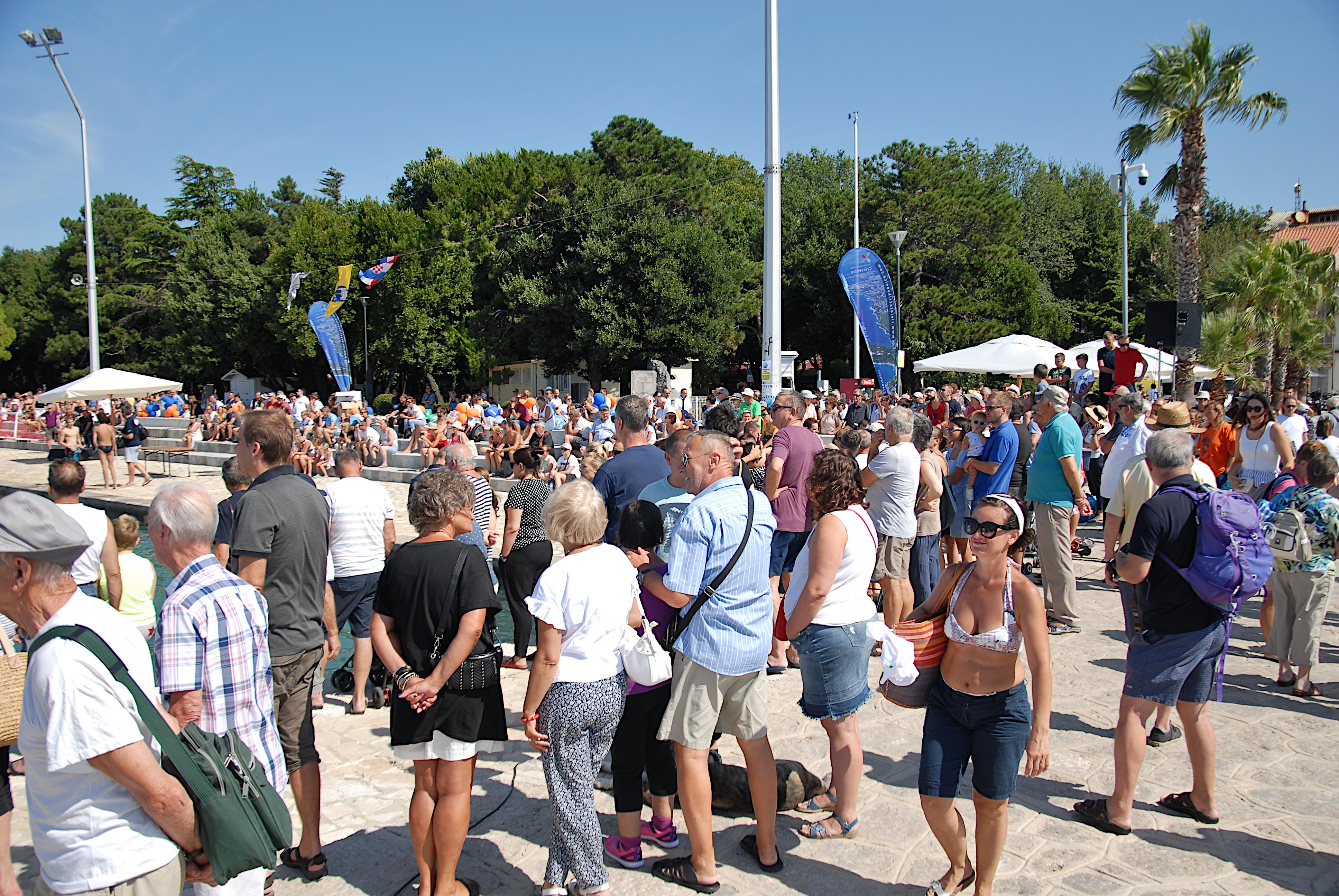 Maraton Šilo-Crikvenica: Brojni navijači na rivi u Crikvenici / Snimila Natapa CAR