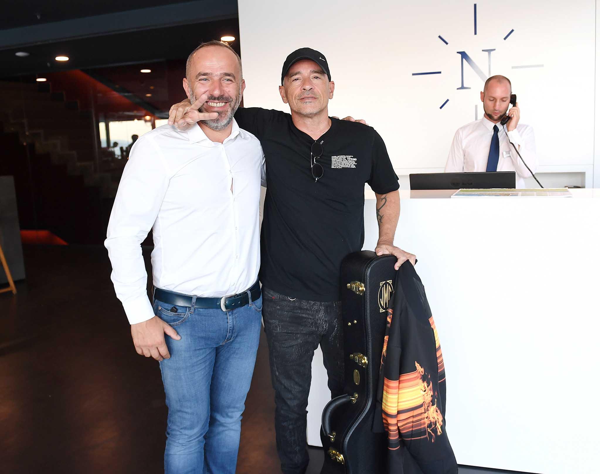 Eros Ramazzotti s vlasnikom Hotela Navis u kojem je spavao dvije noći / Foto  IVICA TOMIĆ