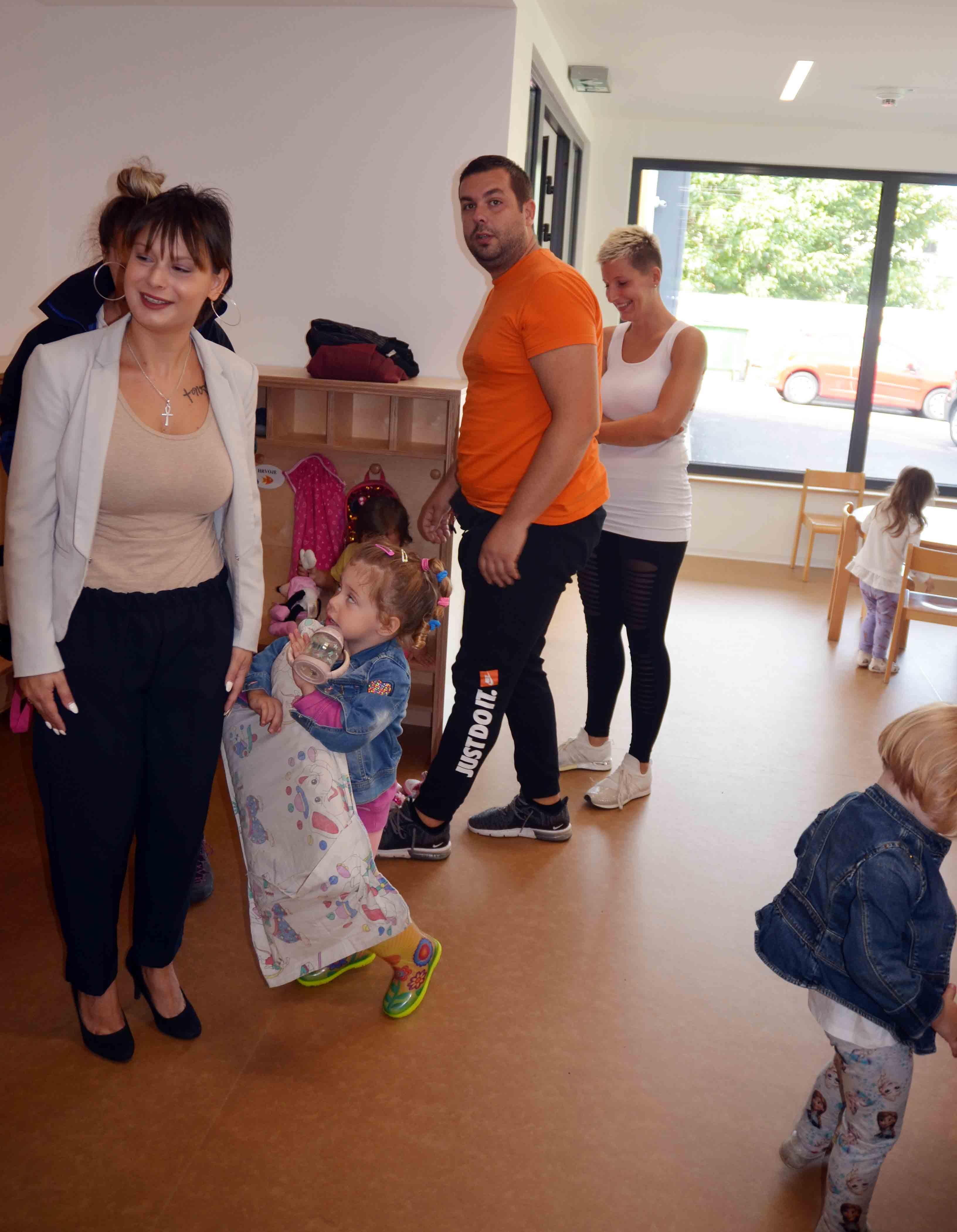 Prvih su dana vrtića bili uzbuđeni i roditelji / Snimio Marinko KRMPOTIĆ