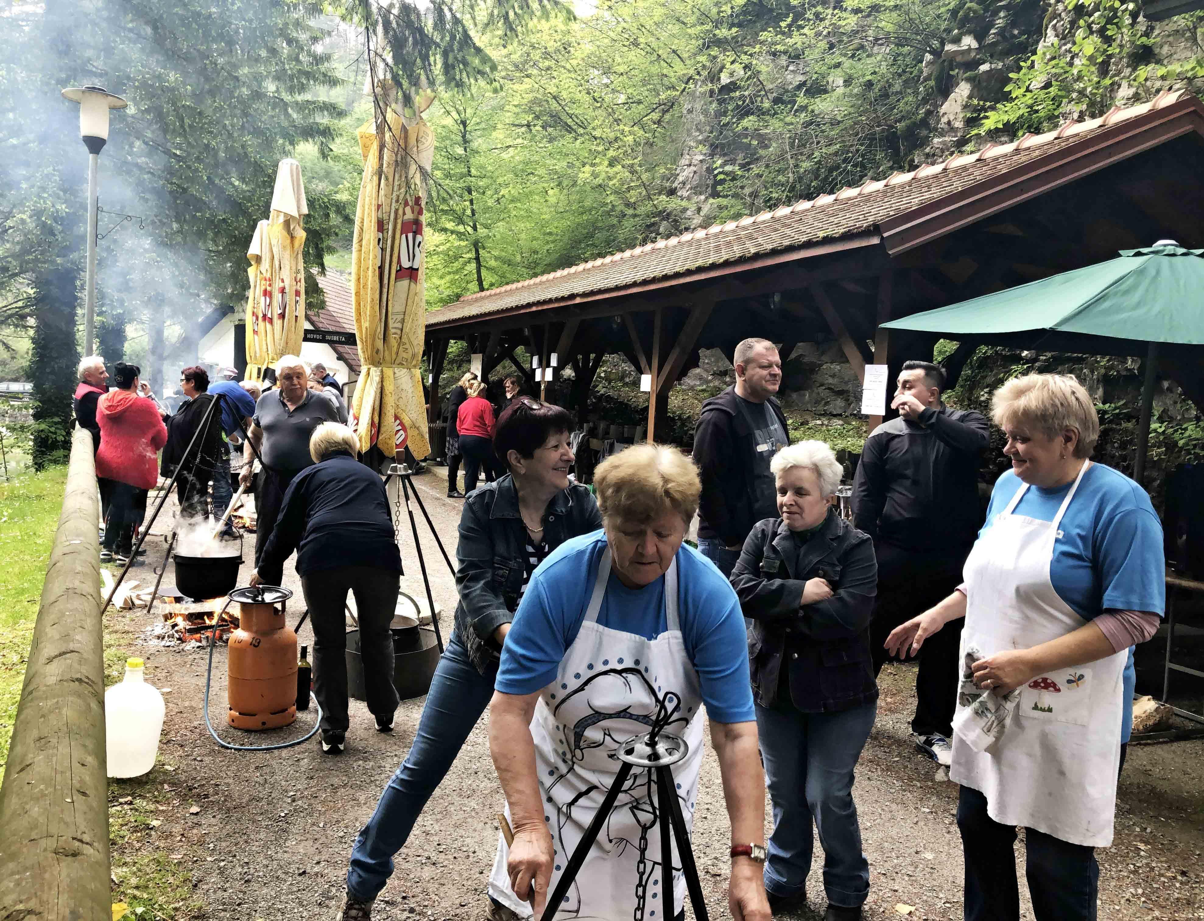 Kamačnik je mjesto brojnih natjecanja u pripremi kotlića / Foto T. KUŠIĆ
