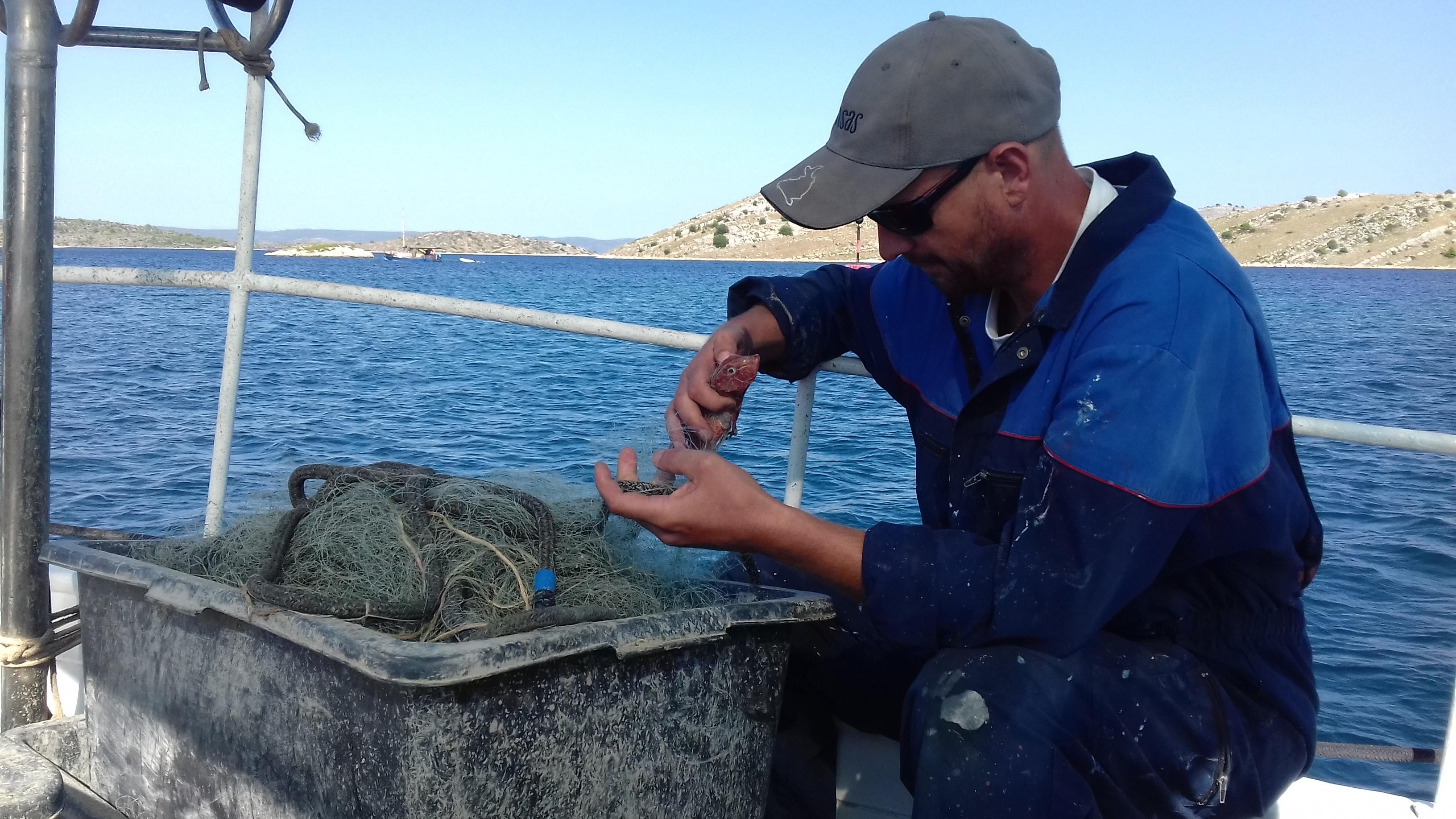 Meni triba duplo više vrimena za istu količinu rib' nego mi je tribalo prije - Sebastian Raljević / Snimio Boris PAVELIĆ