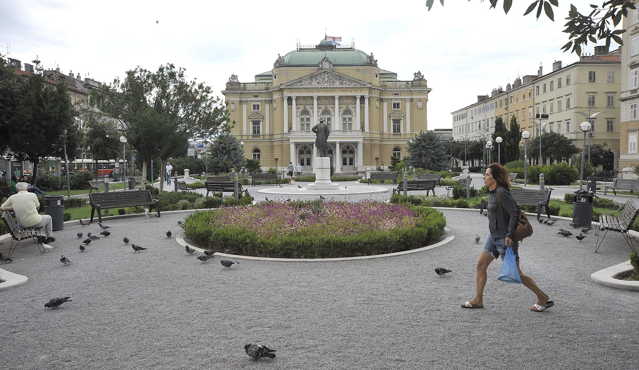 Kazališni trg / Snimio Sergej DRECHSLER