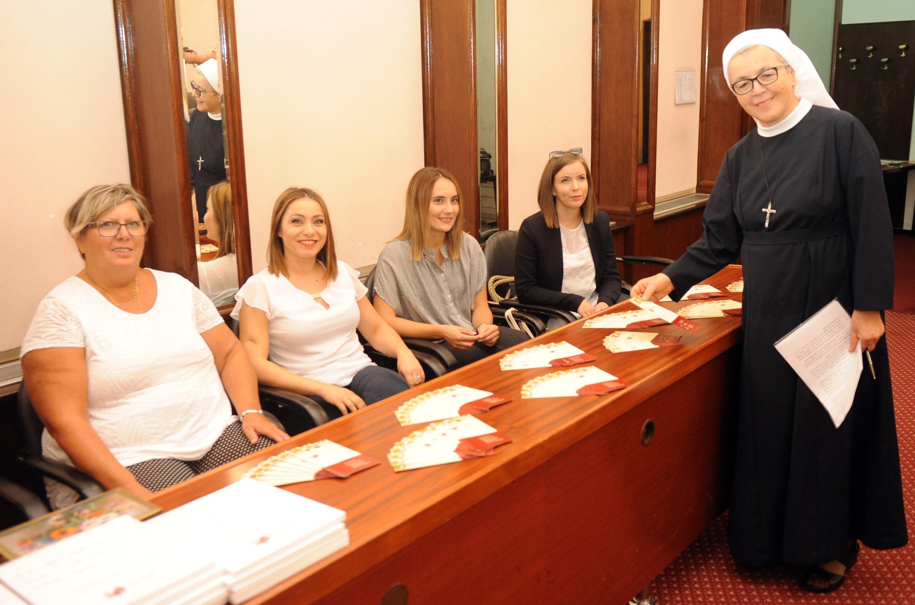 S. Suzana Samardžić sa stručnim timom Caritasova Doma sv. Ana / Snimio Marko GRACIN