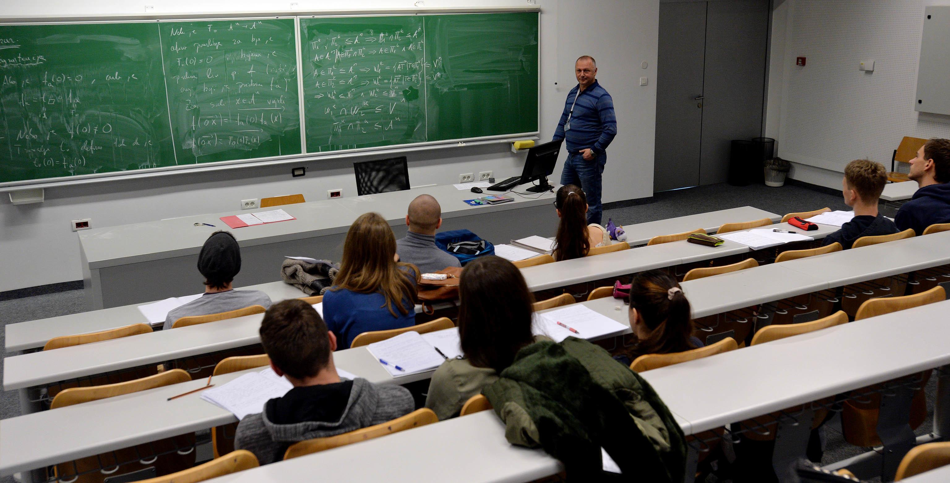 Matematička znanja studenti će od sada moći stjecati i na engleskom jeziku  / Foto Damir ŠKOMRLJ