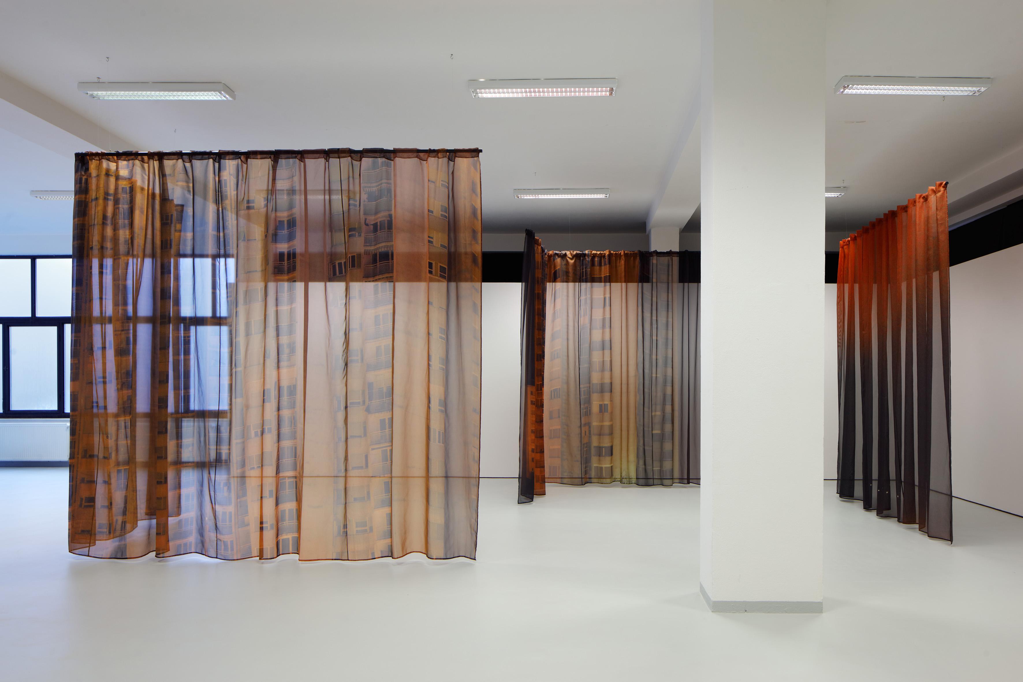 Ephemeropolis, instalacija, digitalni tisak na tekstilu, 2016. - ilustracija Eškinjina rada / Foto POLAK