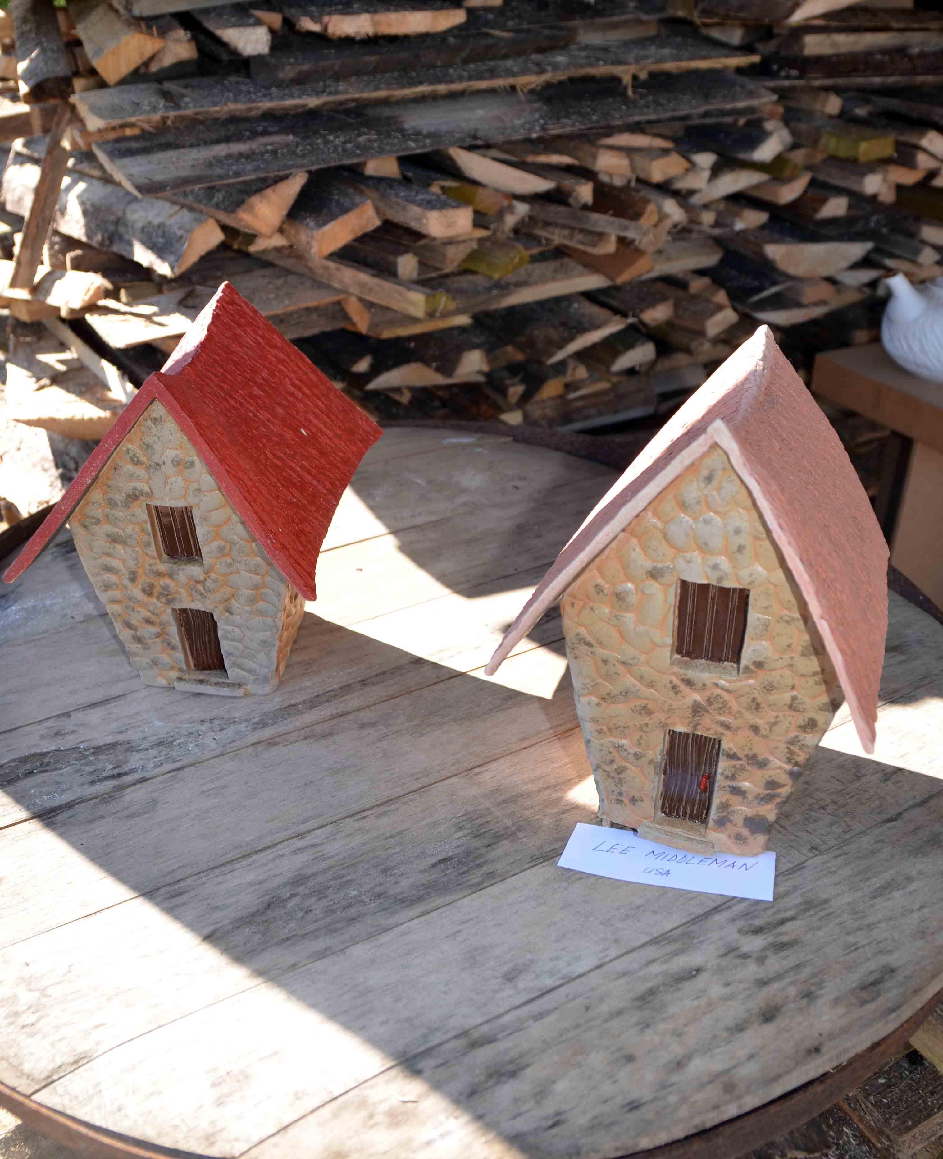 Plemenitaš:  Lee Middletown autor je ovih lijepih skulptura kućica / Snimio Marinko KRMPOTIĆ