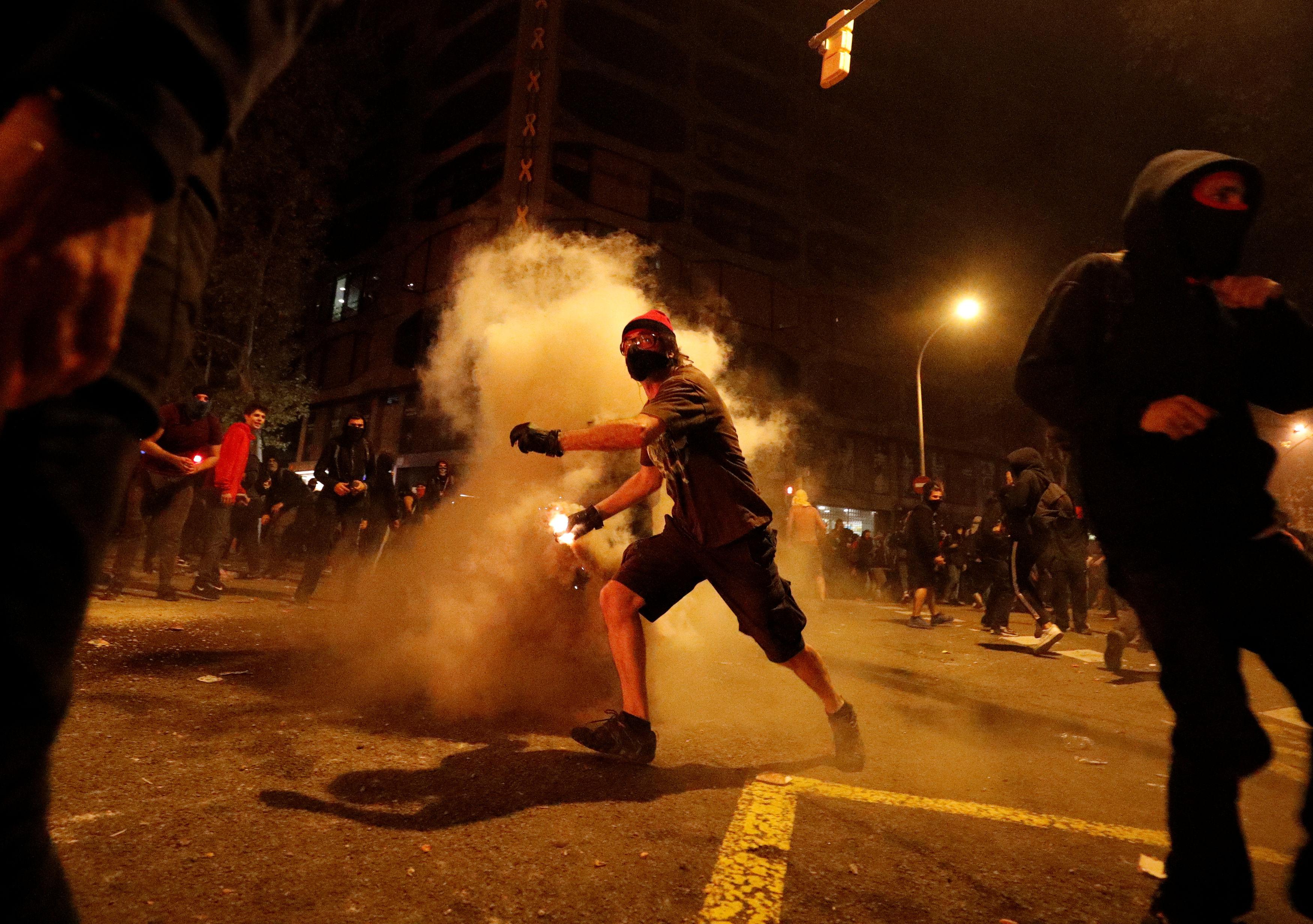 Sukobi prosvjednika i policije u Barceloni / Reuters