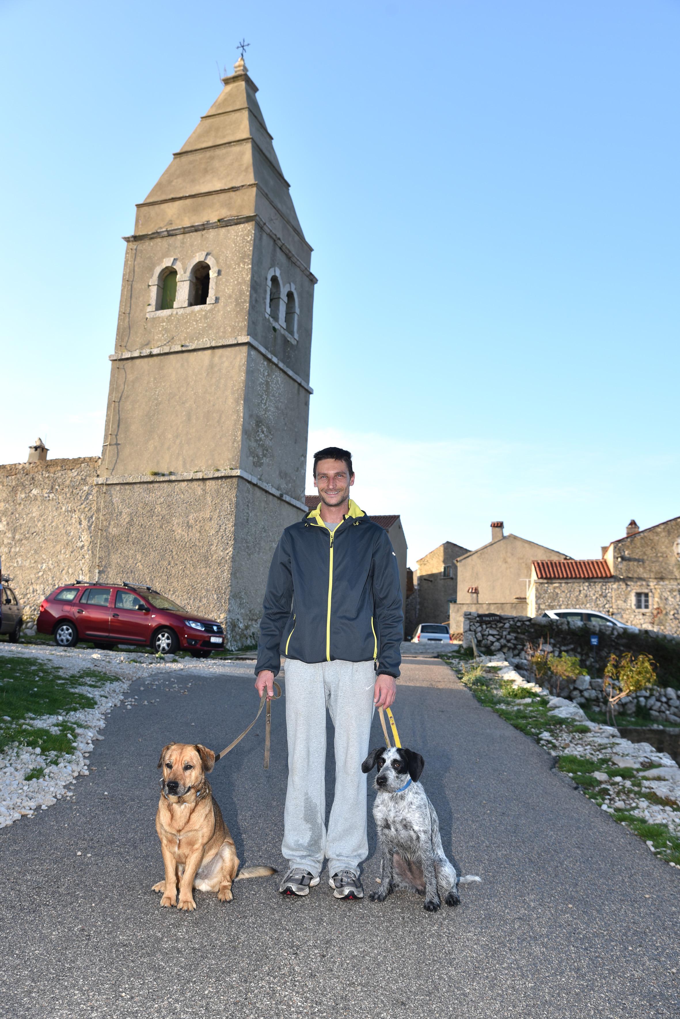 Romano i njegovi psi uživali su u Lubenicima, a od danas počinju istraživati Tramuntanu / Snimio Walter SALKOVIĆ