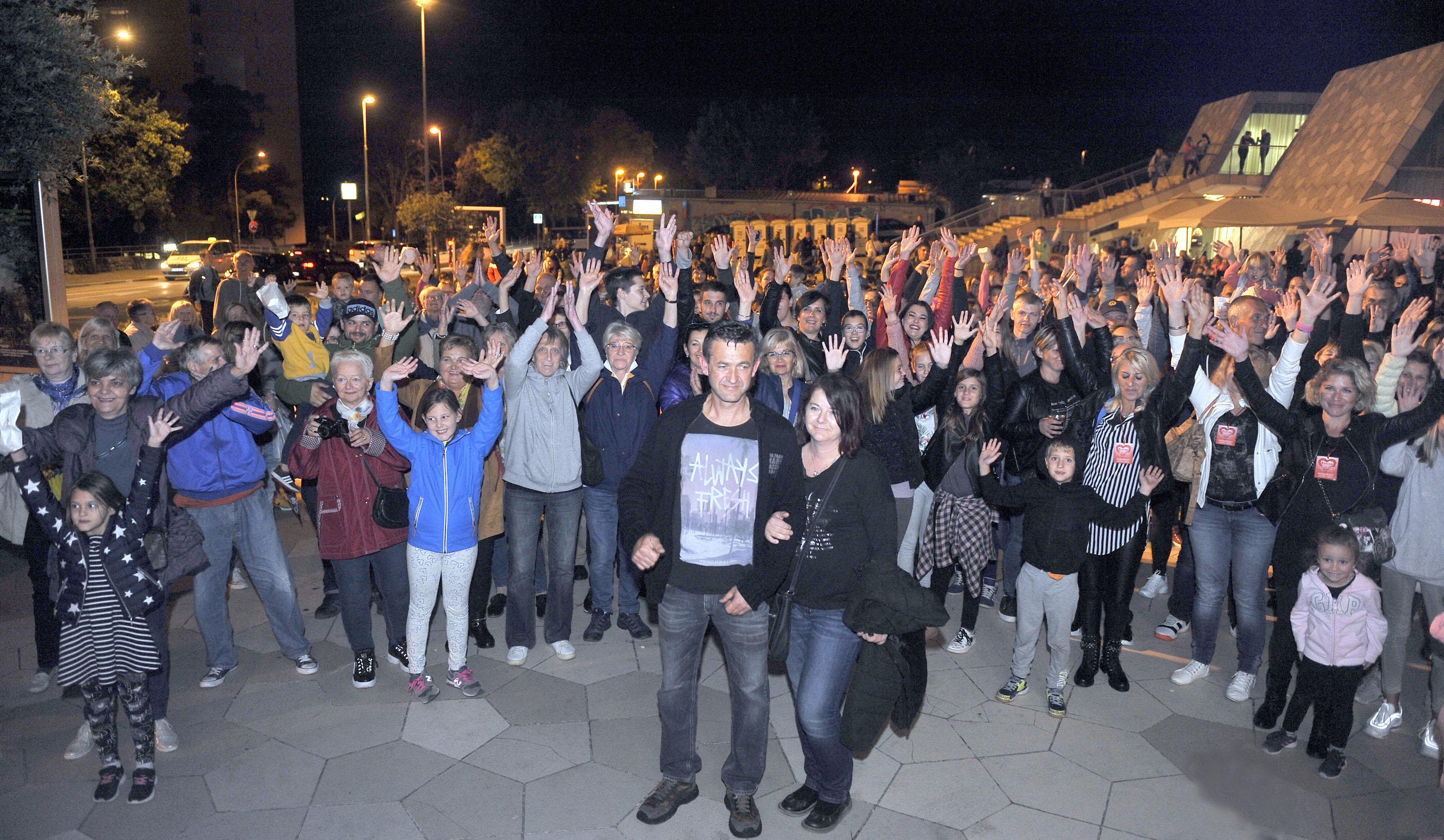 Mnogobrojna publika i sinoć je pokazala koliko je veliko riječko srce / Snimio Roni BRMALJ