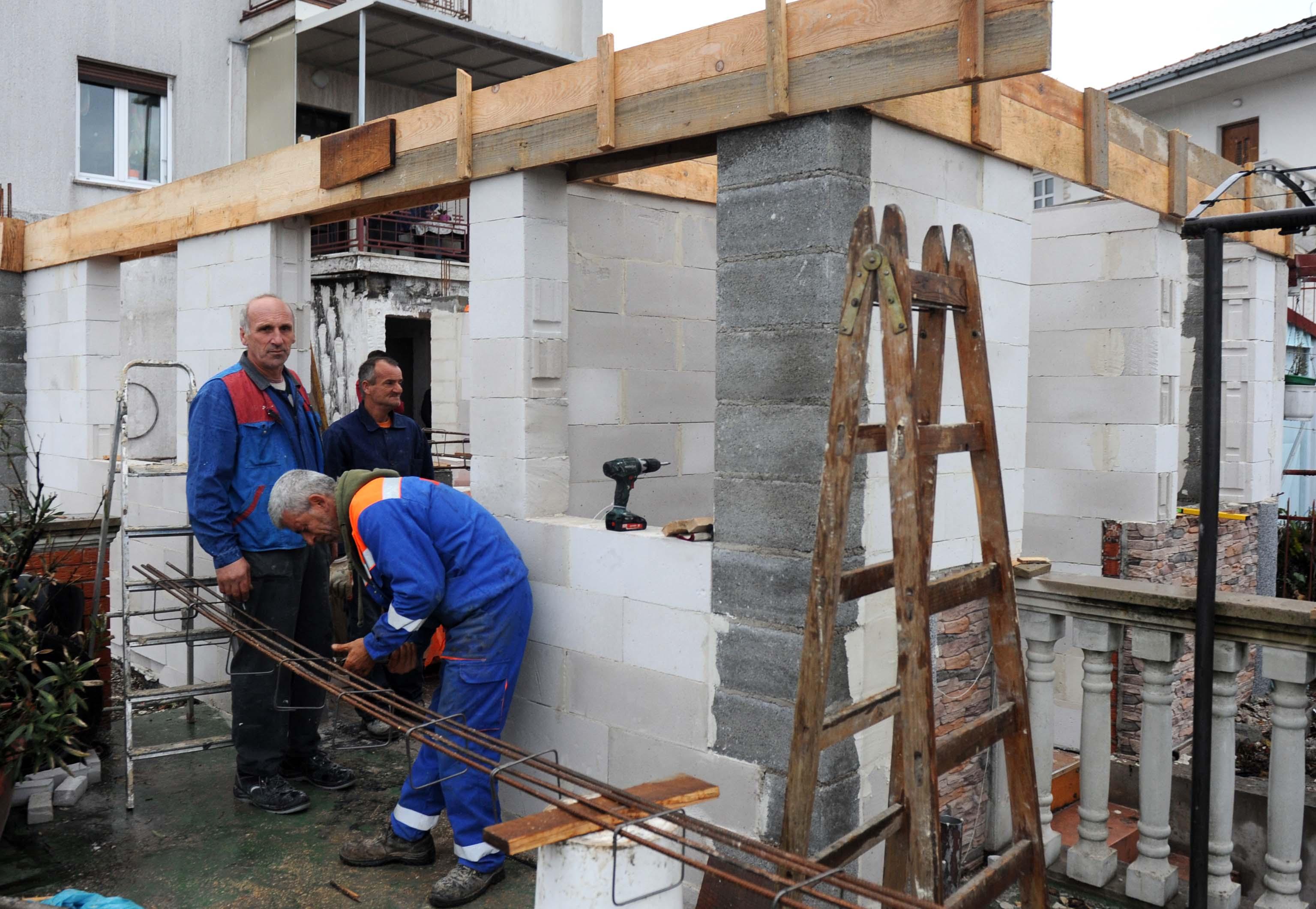 Radovi dobro napreduju i svi se vesele što bržem useljenju u obnovljenu kuću / Foto Marko GRACIN
