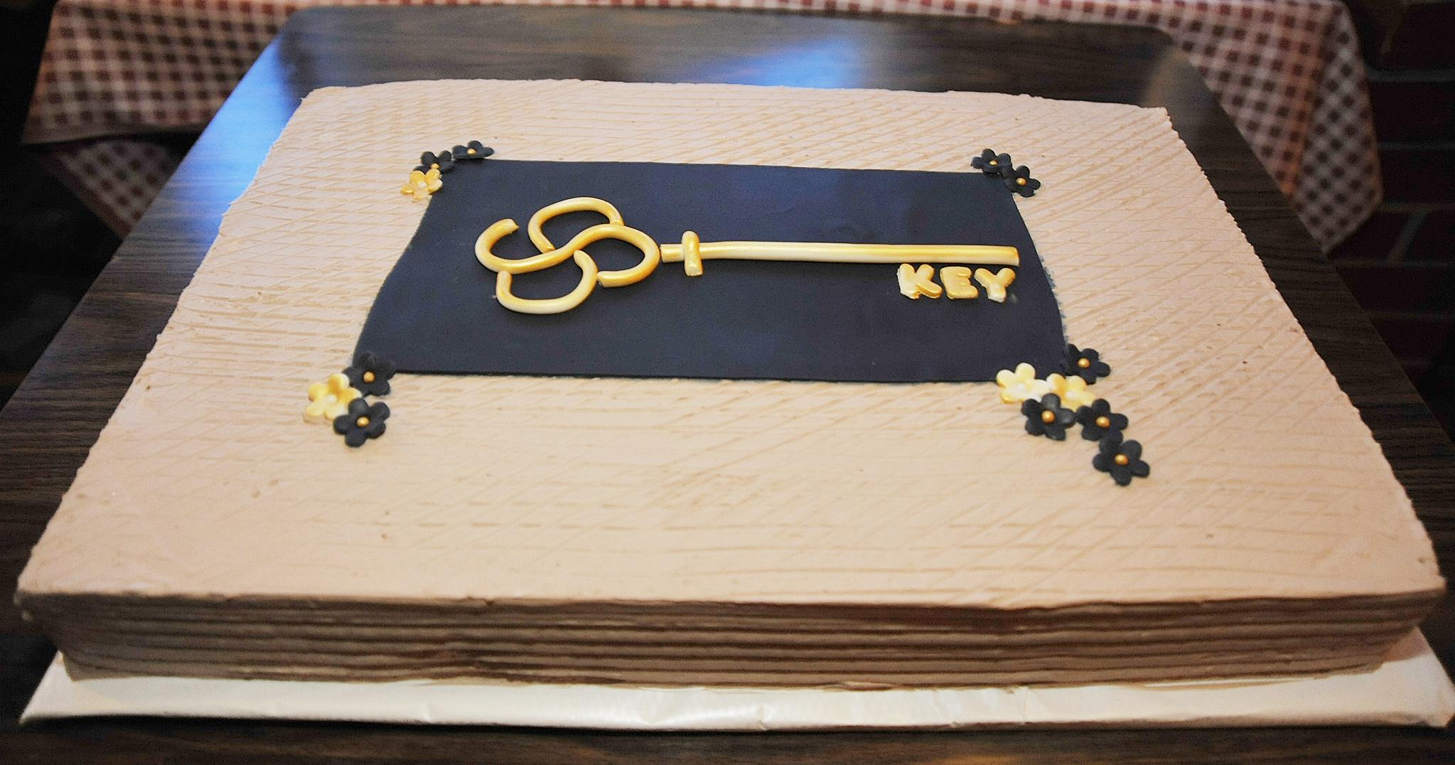 Ključ, simbol bivše tvrtke, na torti / Snimio Sergej DRECHSLER
