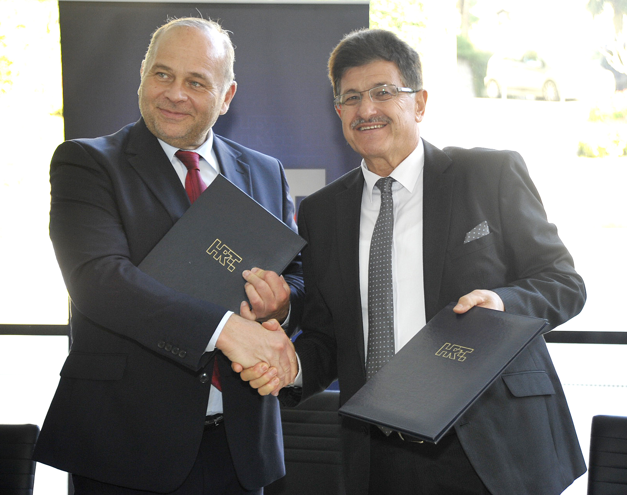 Potpis na ugovor o Dori u Opatiji - ravnatelj HRT-a Kazimir Bačić i opatijski gradonačelnik Ivo Dujmić / Snimio Sergej DRECHSLER