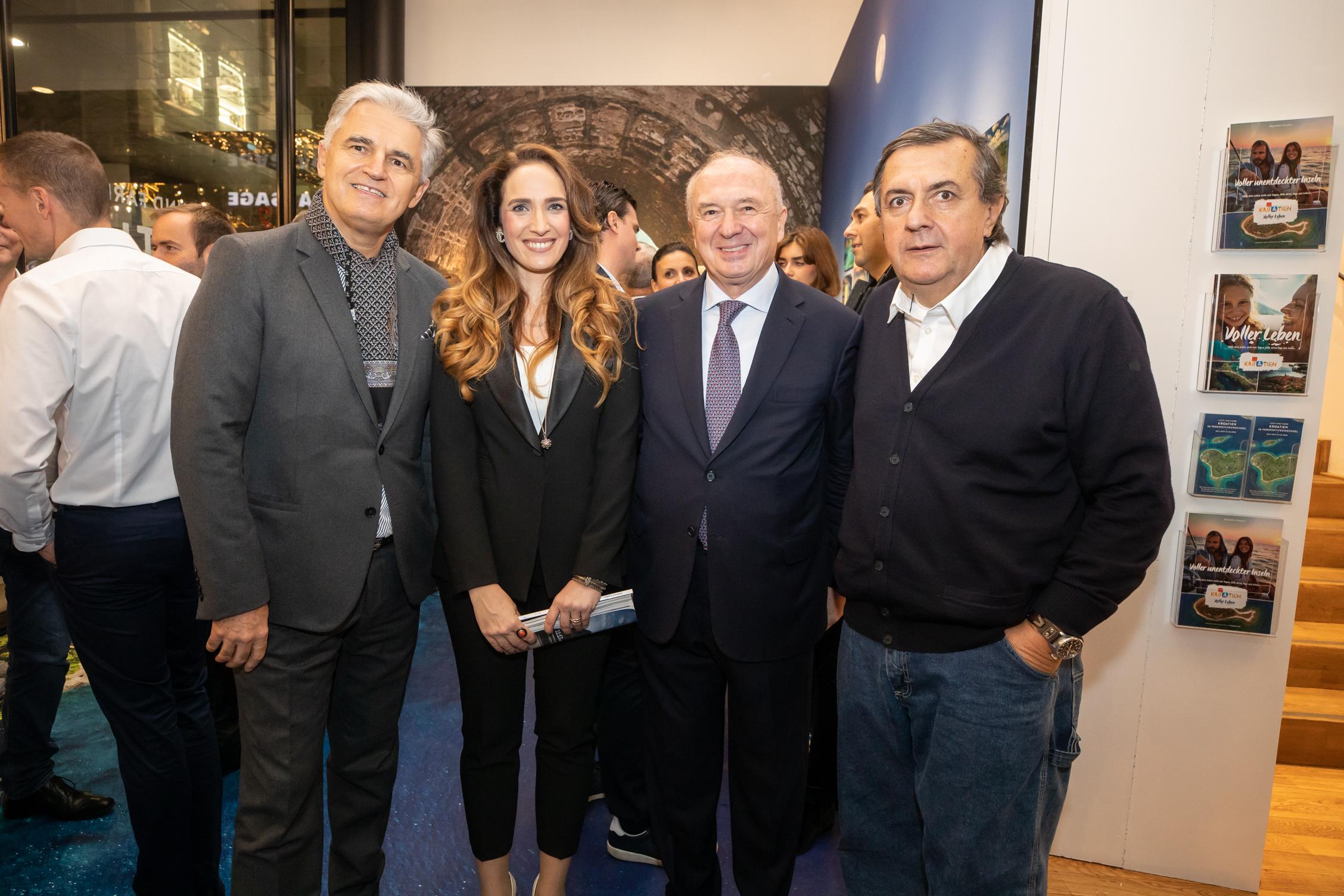 eđu brojnim uzvanicima na izložbi su bili i prof. dr. Milomir Ninković, Nera Miličić, Franjo Tomić i Selimir Ognjenović