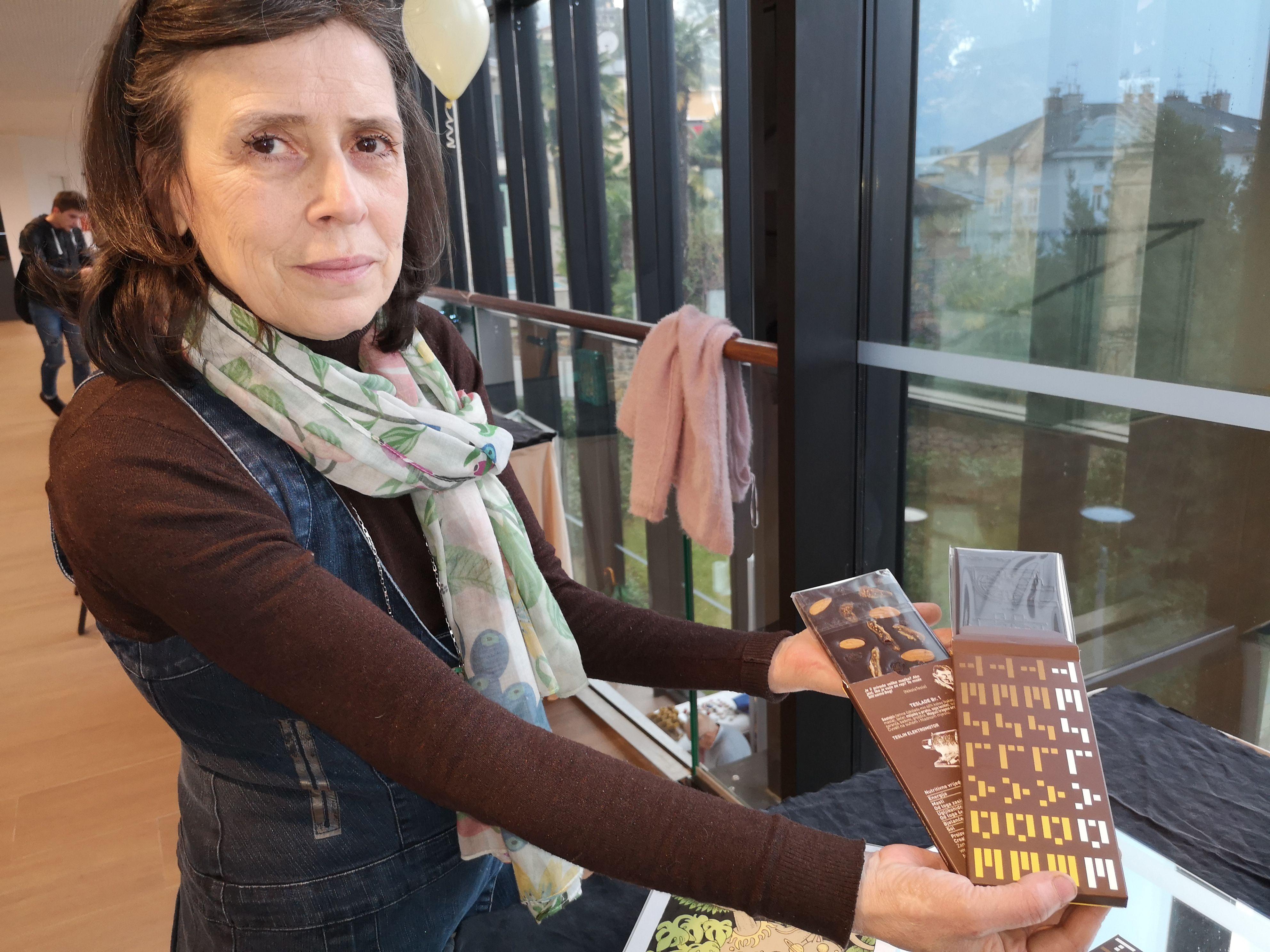 Marina Prijatelj s Tesladama, čokoladama posevećnima Nikoli Tesli / Snimila Marina KIRIGIN