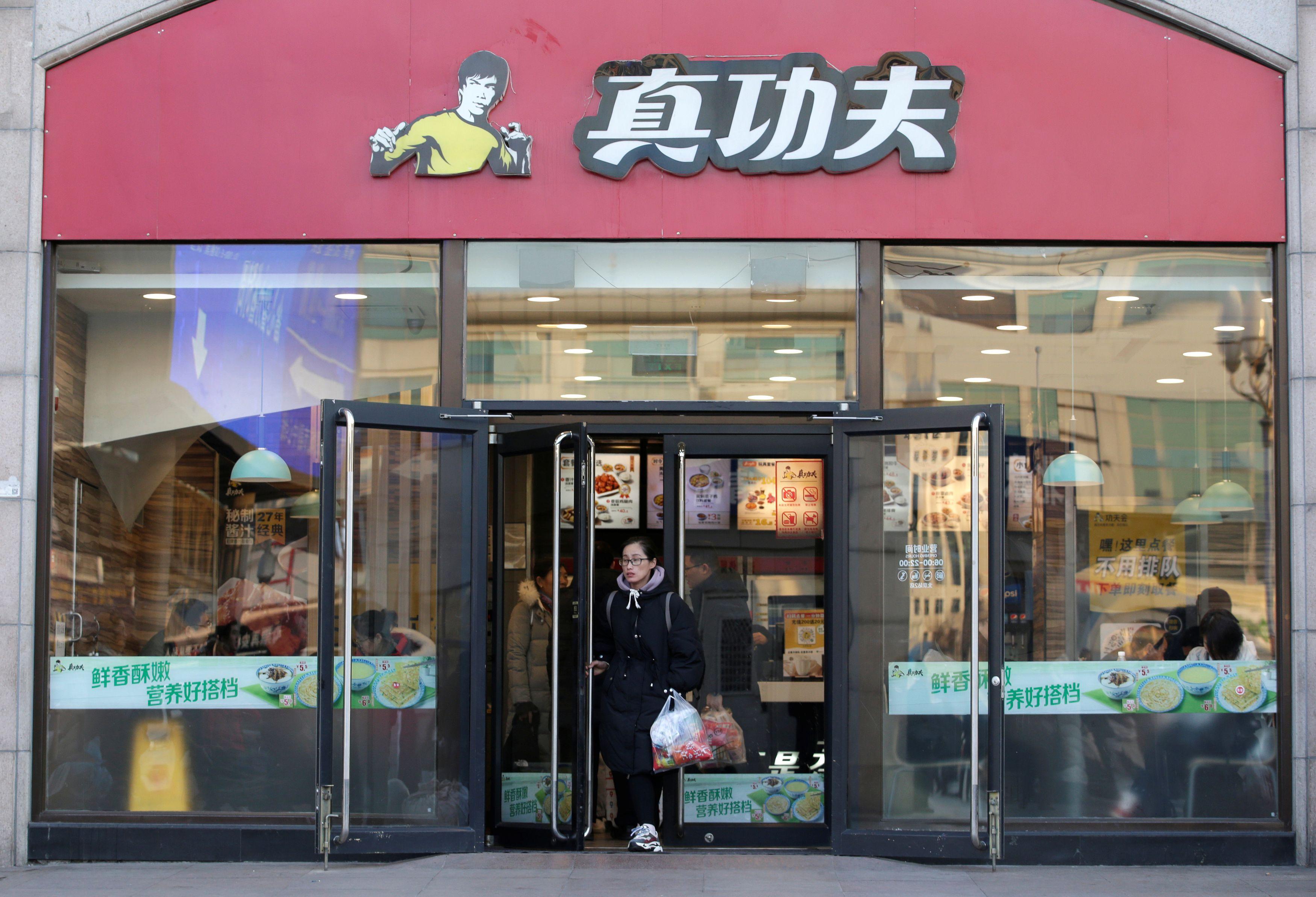 Lanac Real Kungfu u logu ima sliku Breucea Leeja / Reuters