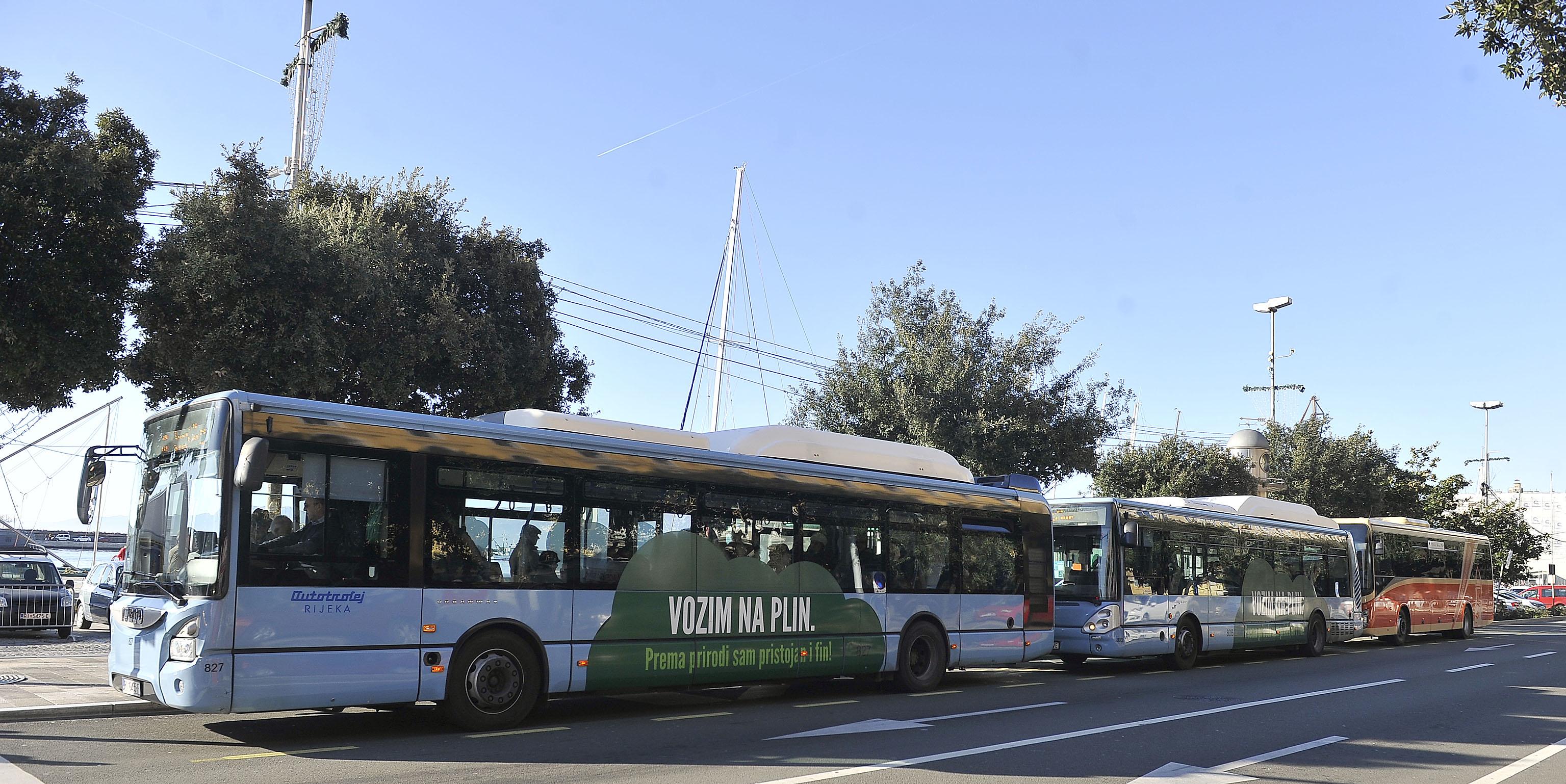 Novi autobusi Autotroleja i novi, na niže korigirani, vozni red / Snimio Roni BRMALJ