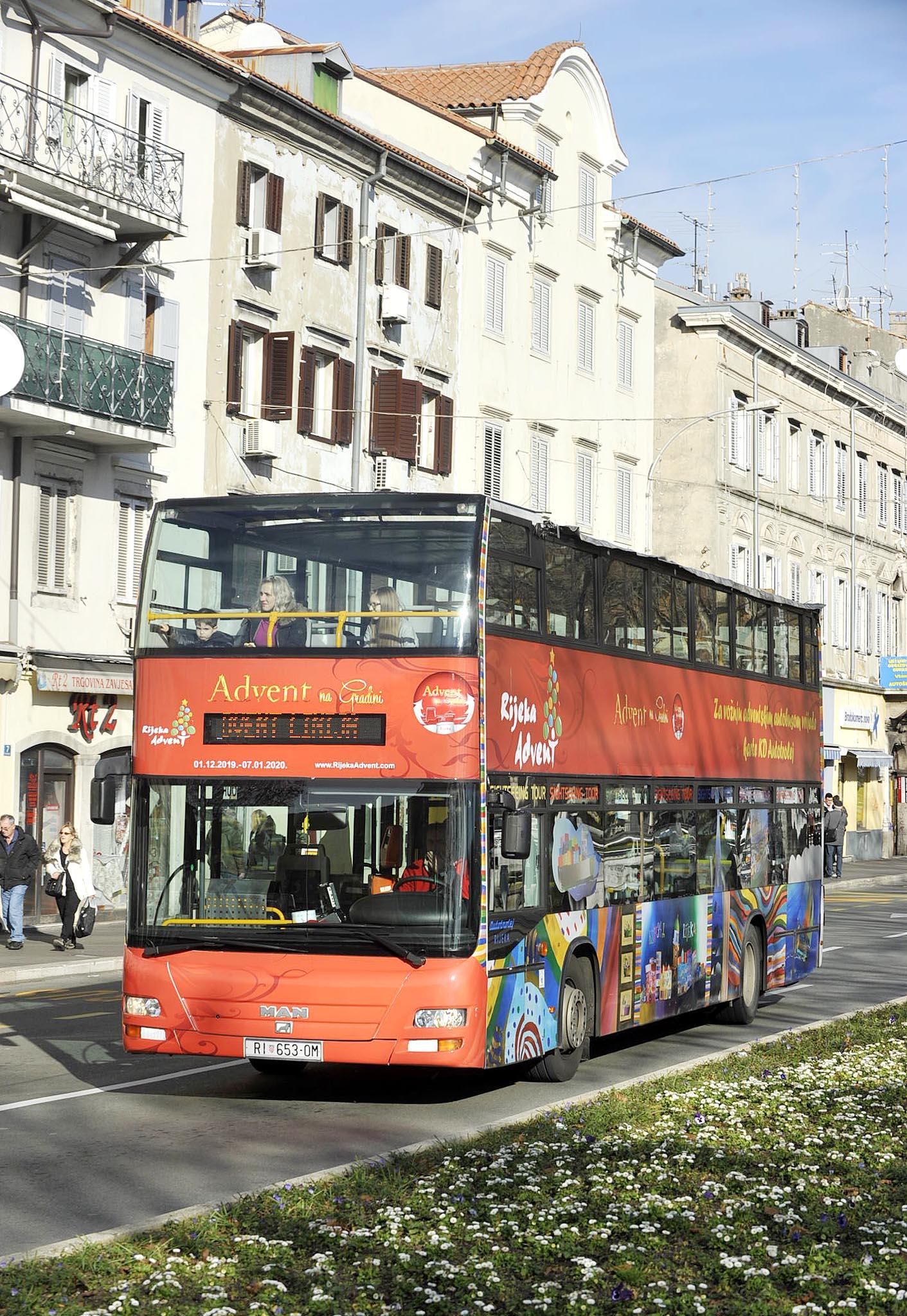 Razgledavanje grada autobusom popularno i zimi i ljeti / NL arhiva