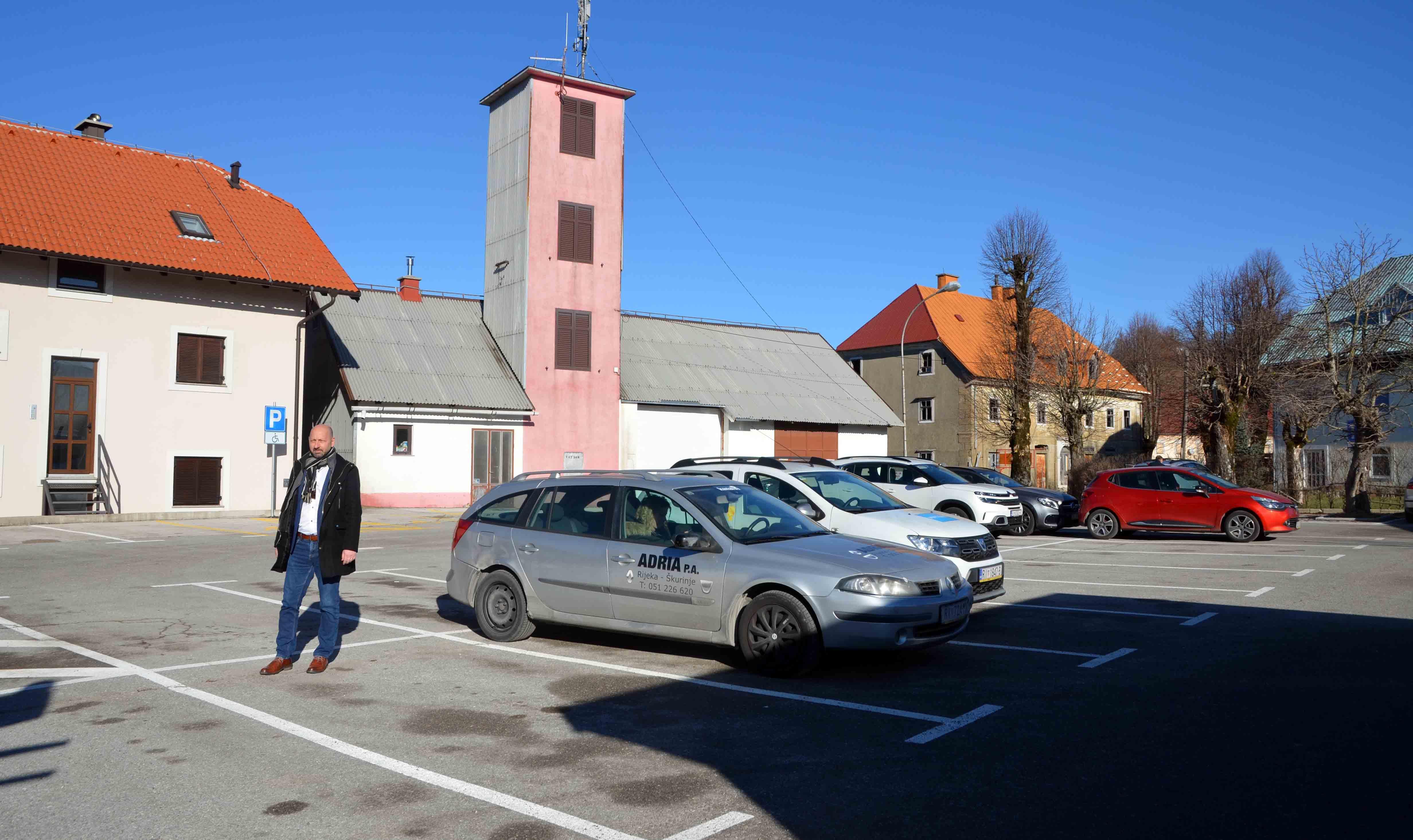 Načelnik David Bregovac na parkiralištu Placa / Snimio Marinko KRMPOTIĆ