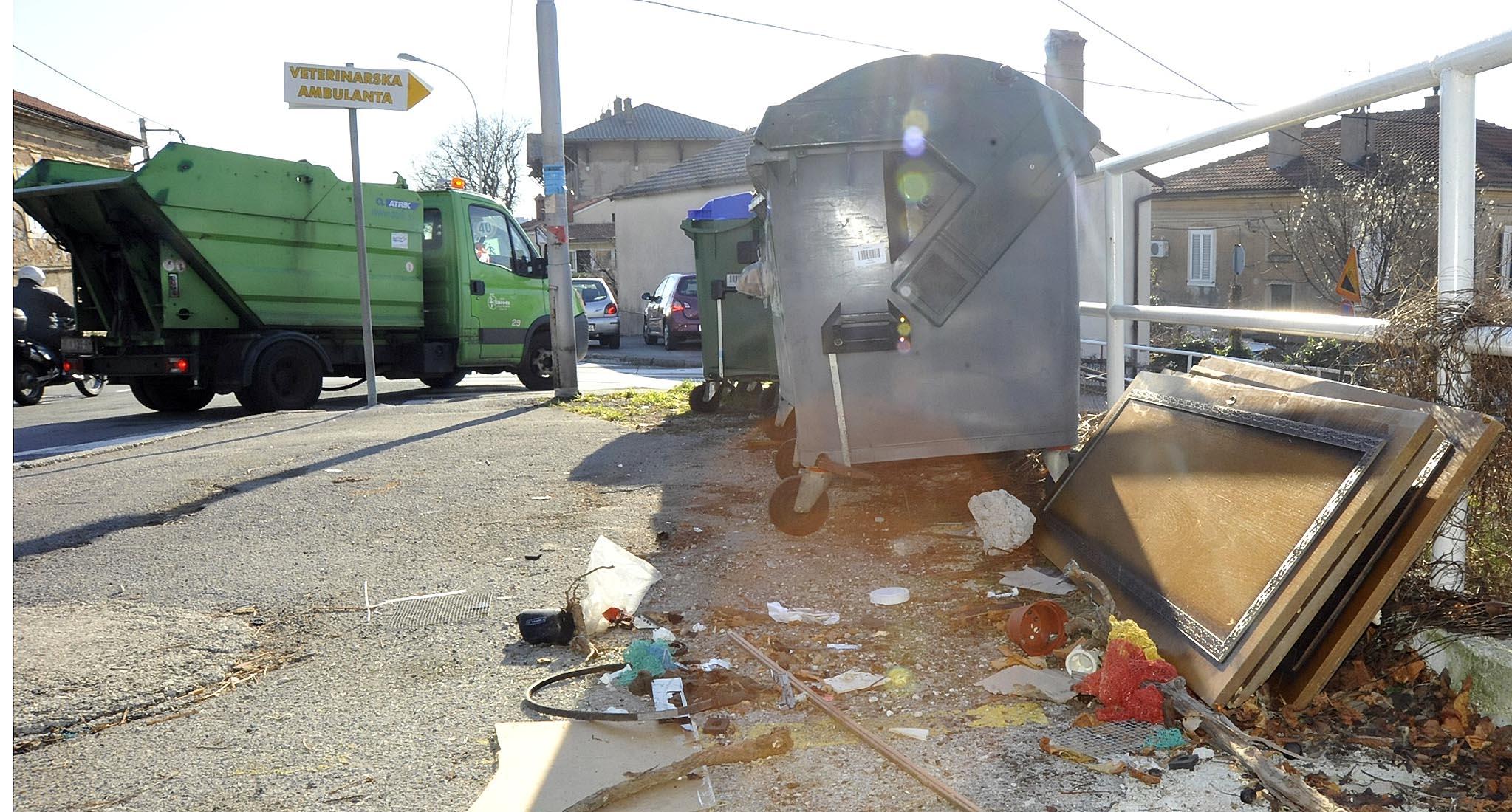 Kozala - ostavljeni otpad / Snimio Sergej DRECHSLER