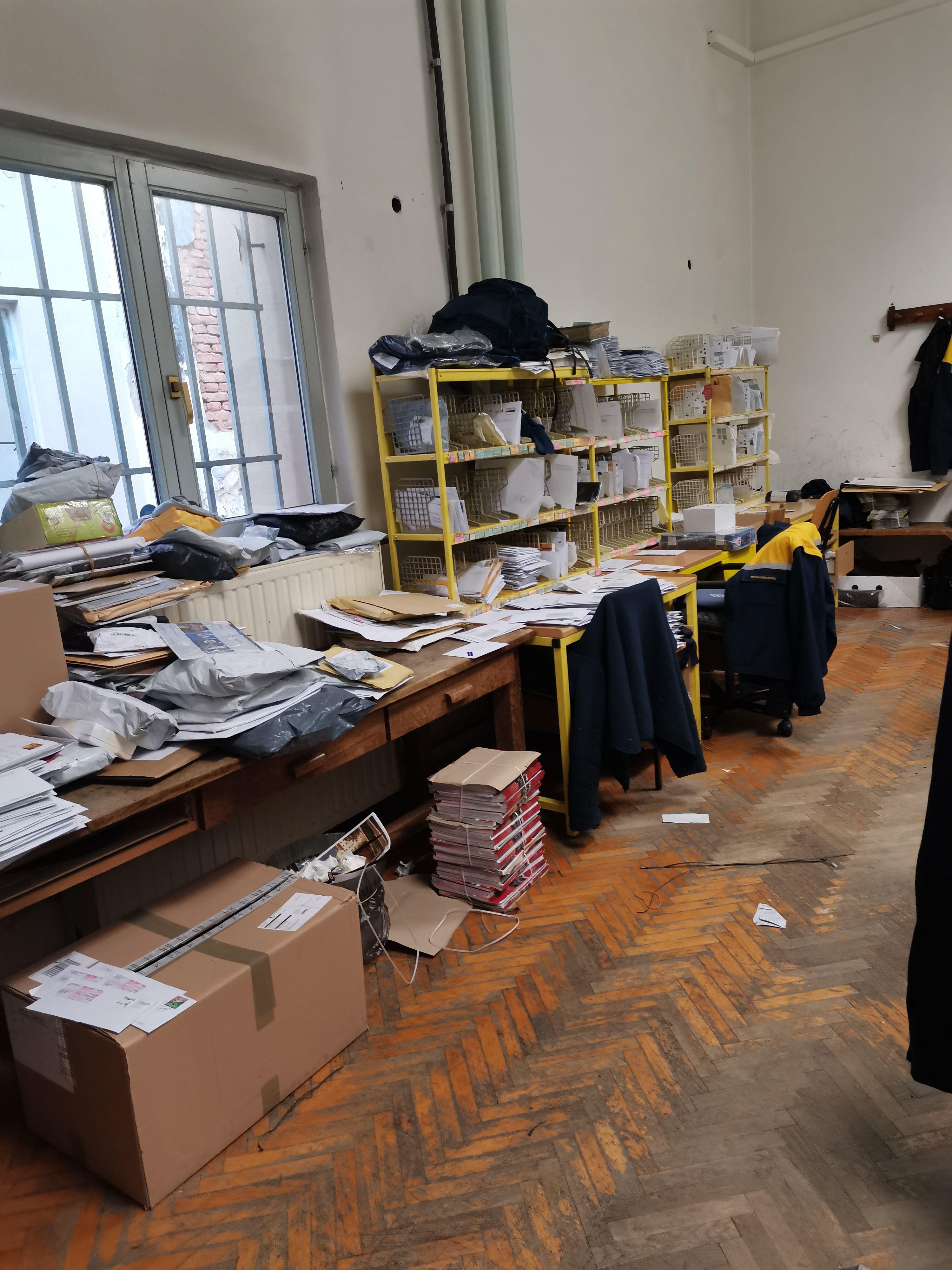 Nagomilane pošiljke unutar poštanskog ureda u Opatiji / Foto čitatelj iz Opatije