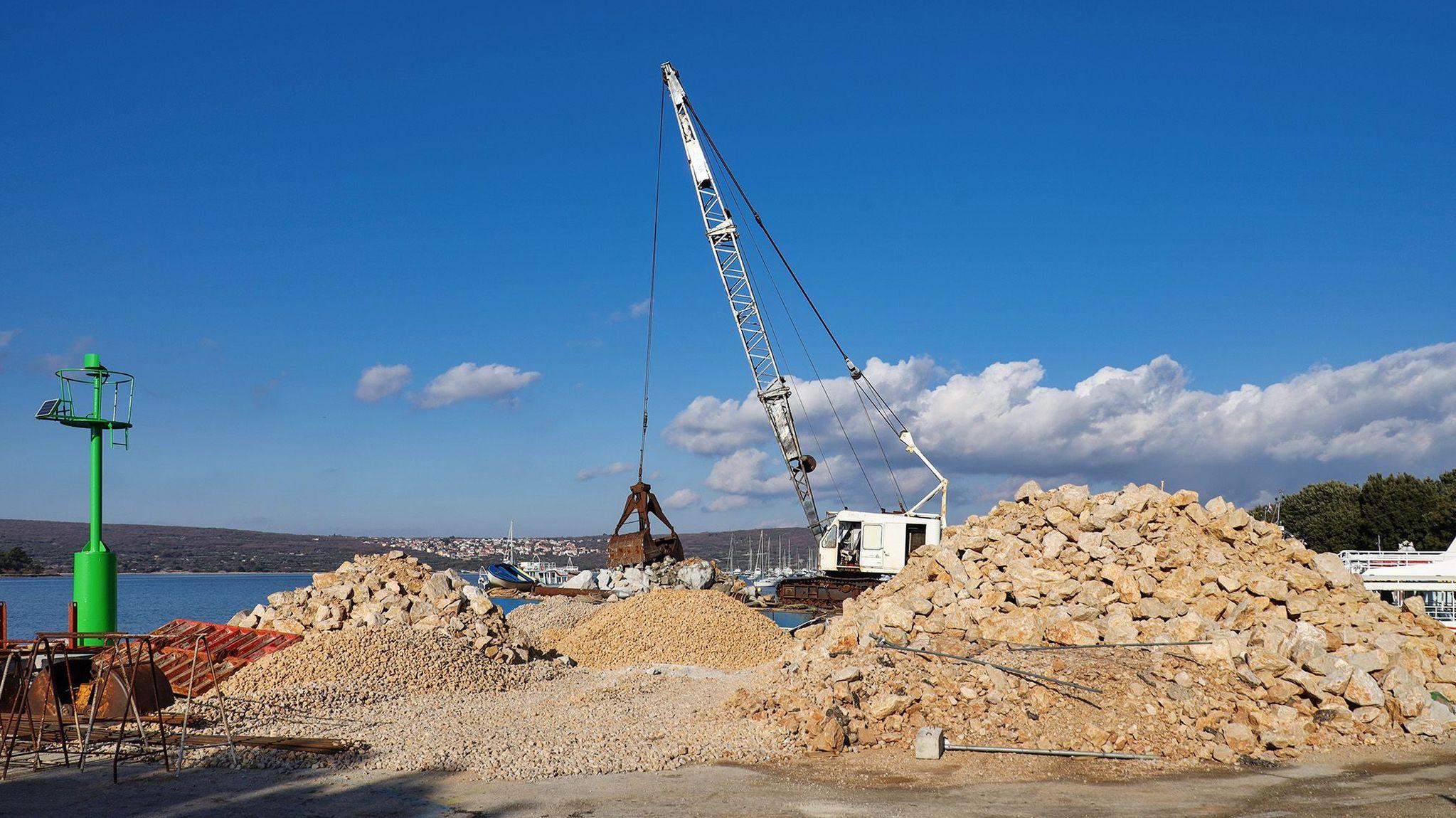 Na lokalitetu Punćale u Puntu gradi se nova operativna obala i novi pristanišni gat / Foto ŽLU Krk