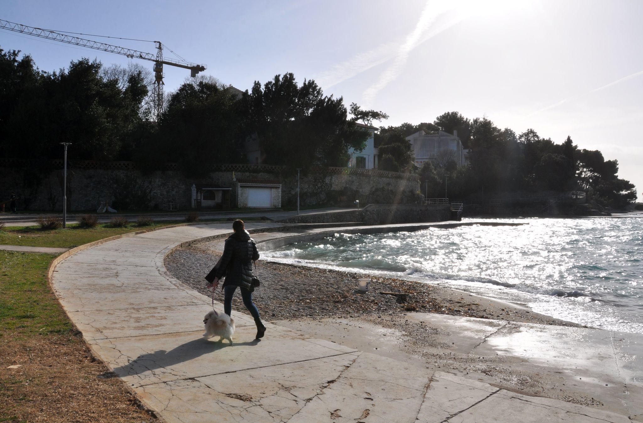 Plaža Portapisana na kojoj će uskoro početi uređenje / Snimio Mladen TRINAJSTIĆ