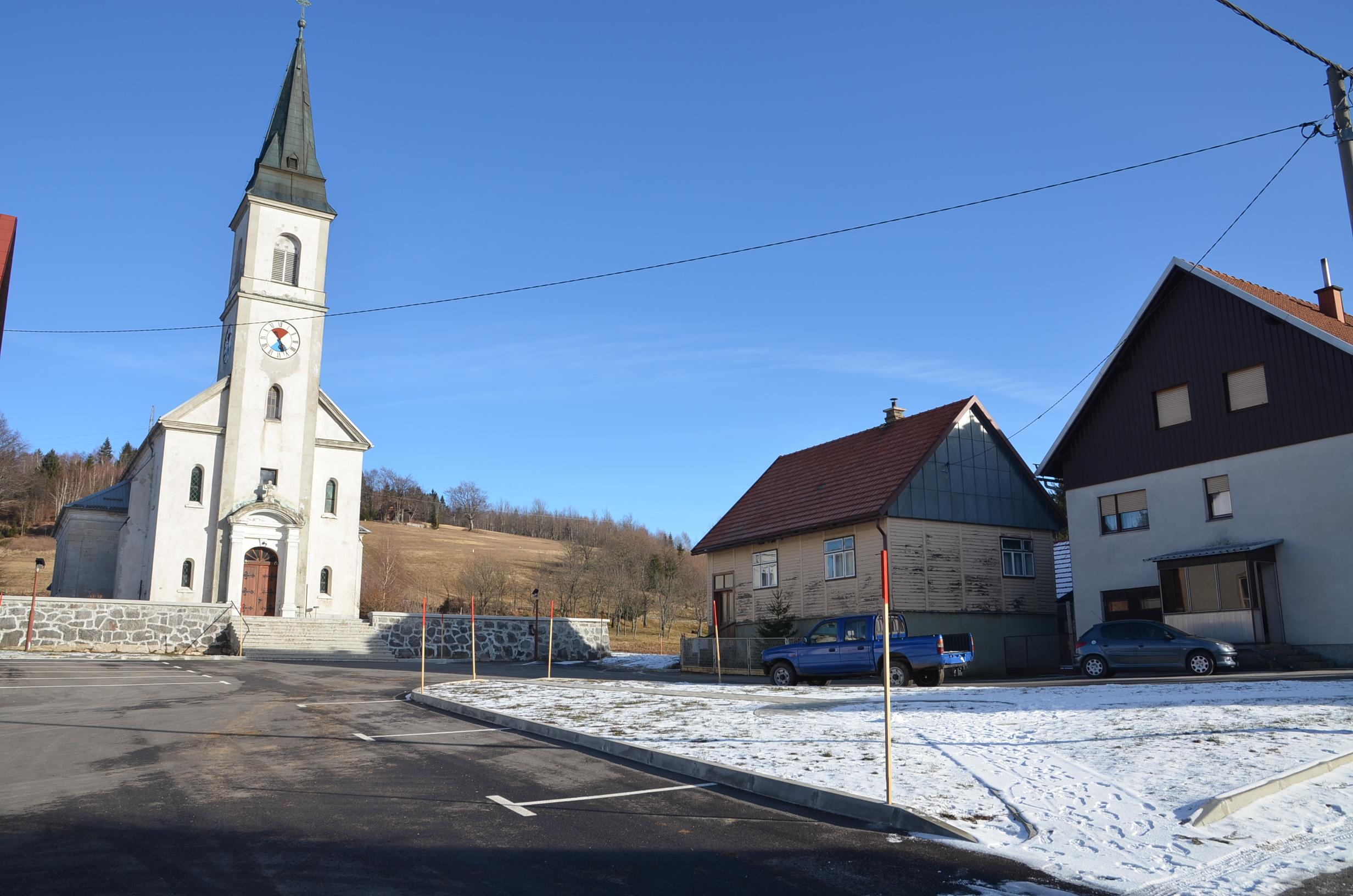 Uređen prostor i parkiralište ispred crkve sv. Terezije Avilske u Ravnoj Gori / Snimio Marinko KRMPOTIĆ