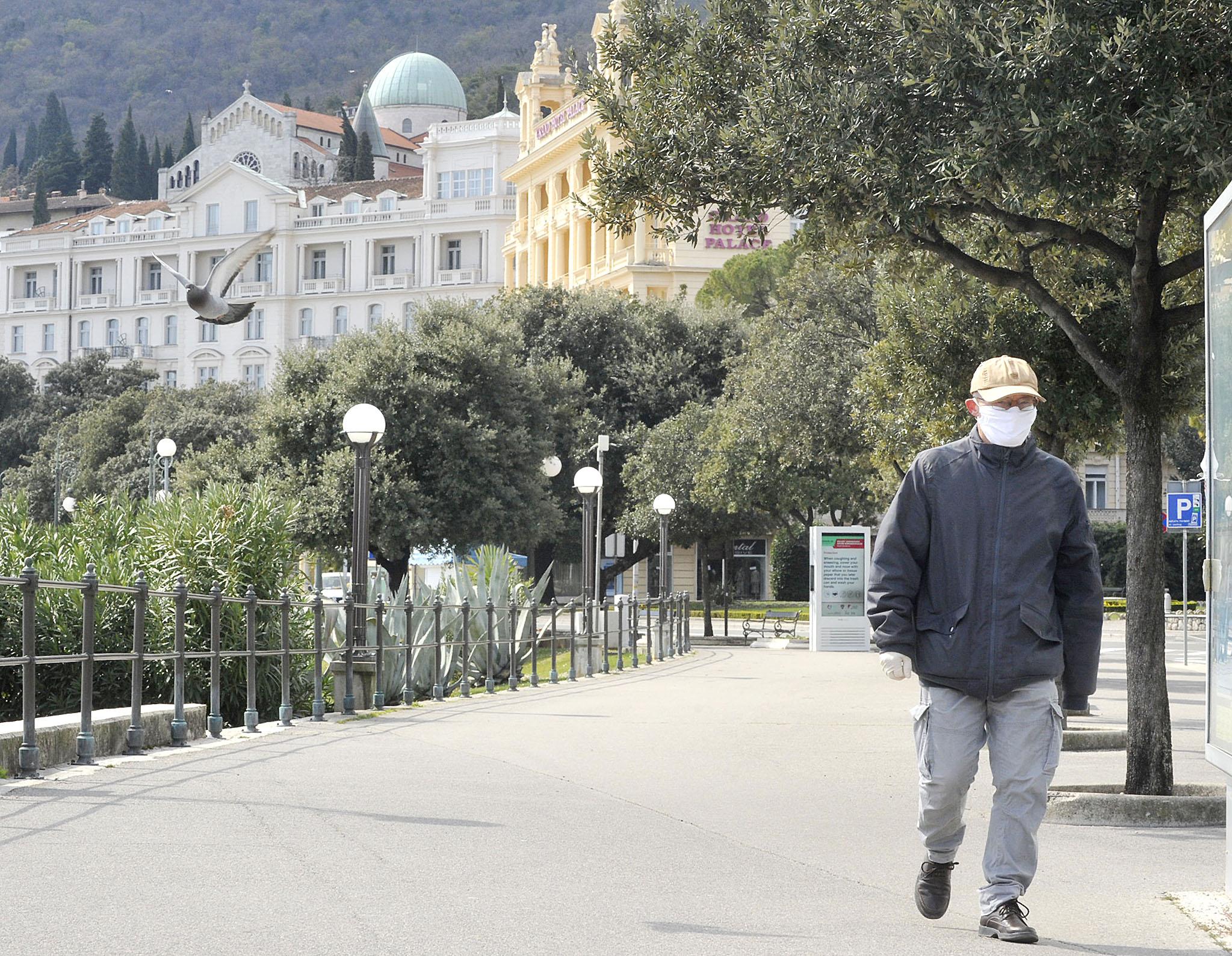 Rijetka slika praznih opatijskih ulica / Foto Sergej DRECHSLER