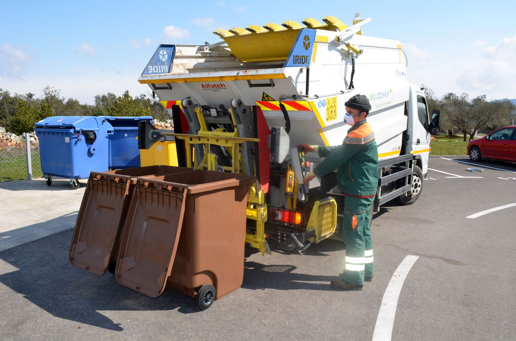 Djelatnicima koji rade na tim važnim komunalnim zadaćama osigurana zaštitna oprema / Snimio Mladen TRINAJSTIĆ