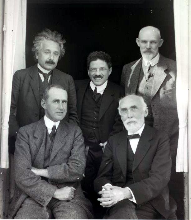 Einstein, Ehrenfest & De Sitter; Eddington & Lorentz., Ured W. de Sittera u Leidenu, Nizozemska, 26 09.1923, FOTO/Wikipedia