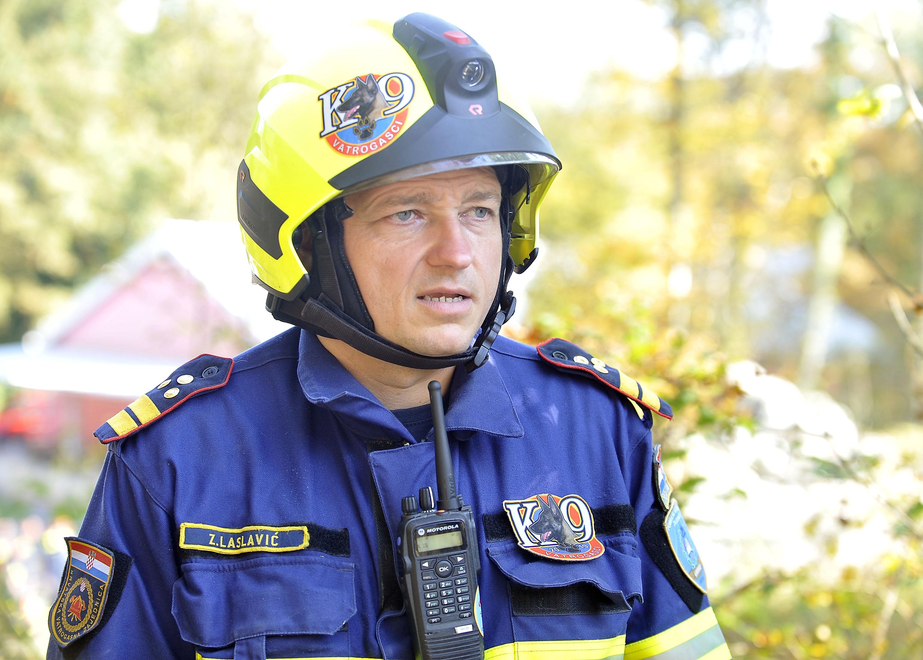 psi spasitelji, pas Sparky, DVD Kras Šapjane, vatrogasni tim K-9, Zoran Laslavić, snimio Vedran KARUZA