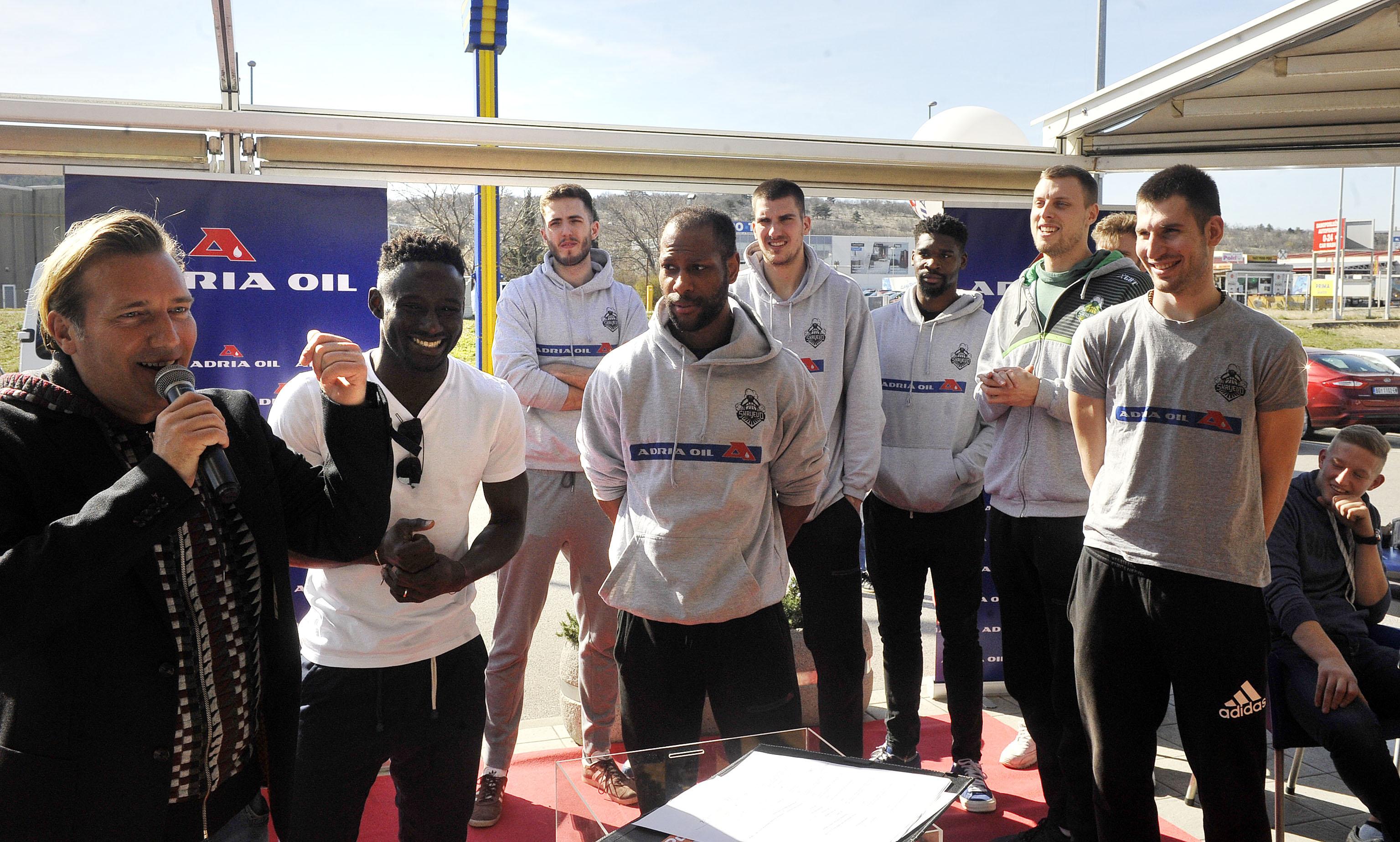 Nagrade su izvlačili nogometaši »Rijeke« i košarkaši »Škrljeva«, snimio Roni BRMALJ