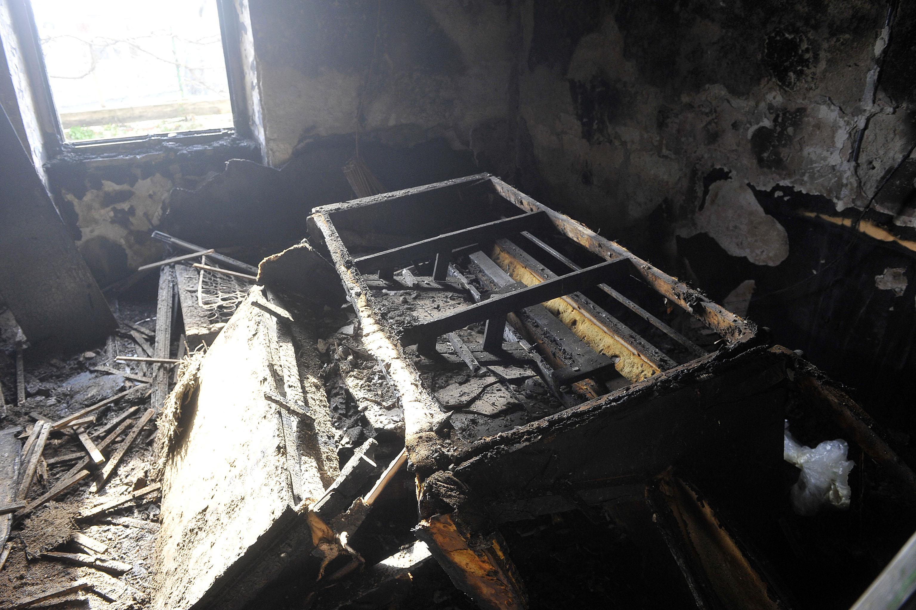 Čandekova 30, požar, zgarište, snimio Roni BRMALJ