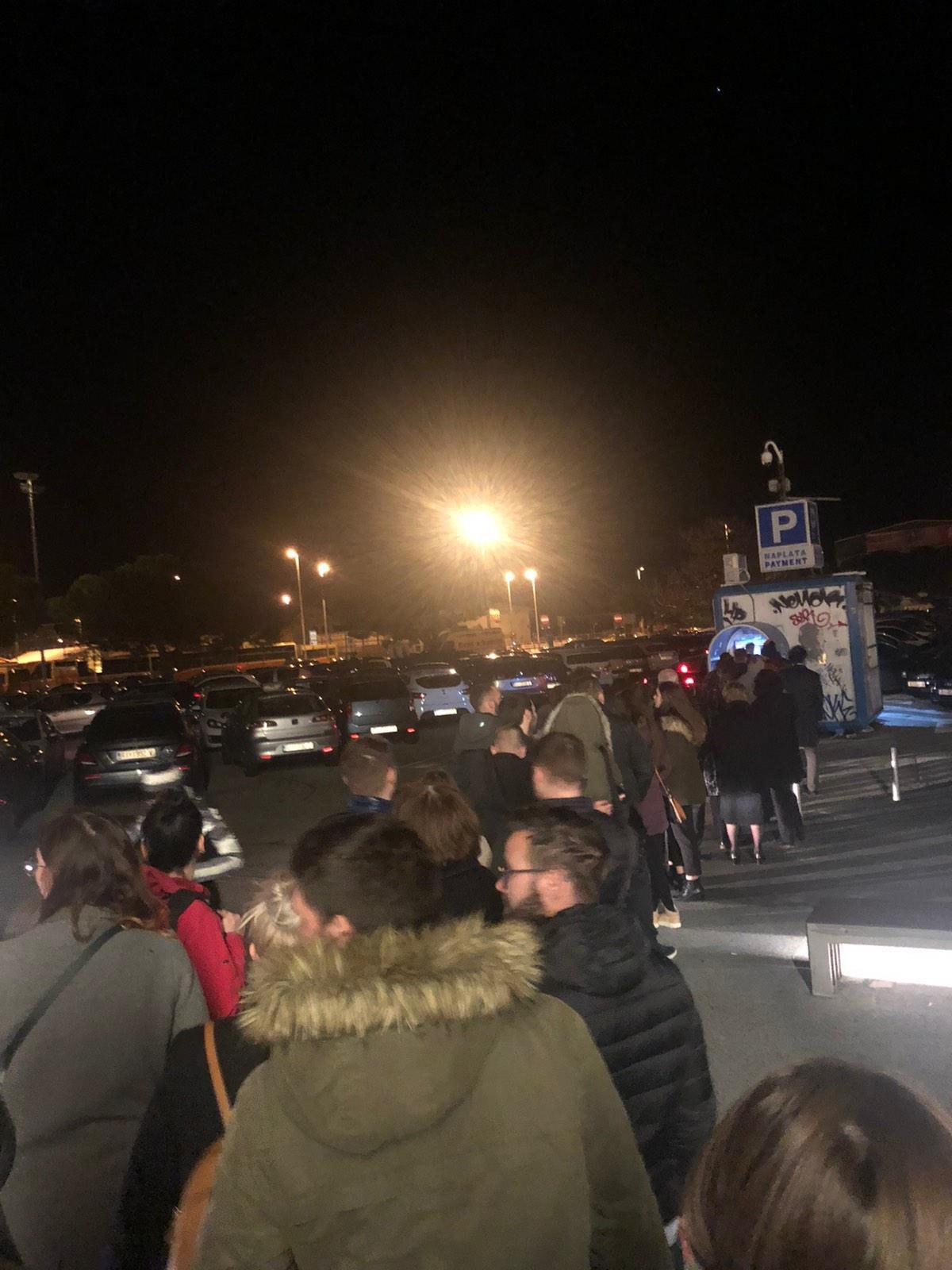 Gužva na Delti u 23 h / Snimio Ivica TOMIĆ