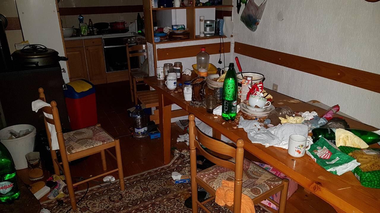 Nered koji su migranti ostavili  / Foto E. Prodan