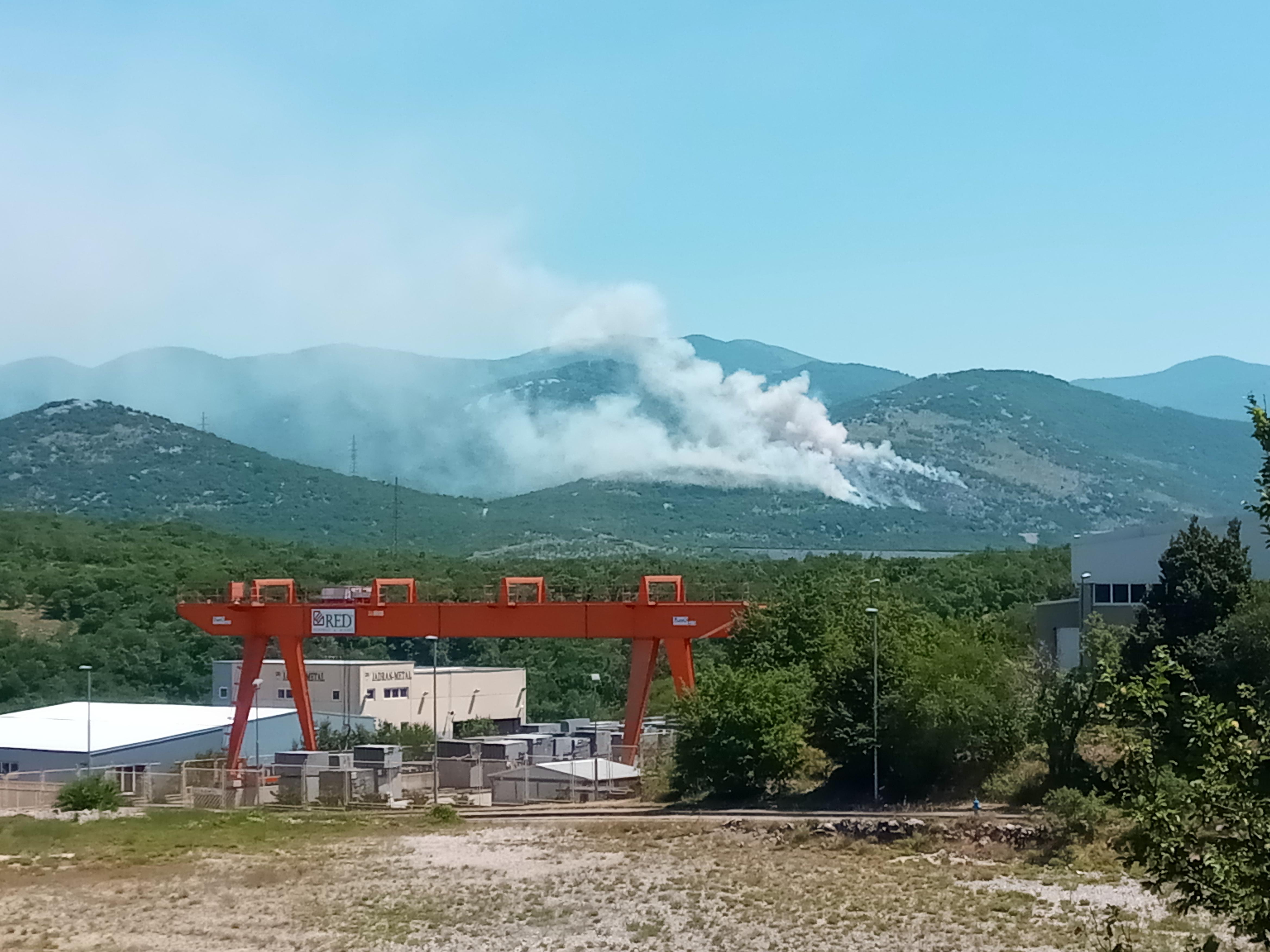 Požar uz prugu Škrljevo-Meja / Snimio Marin ANIČIĆ