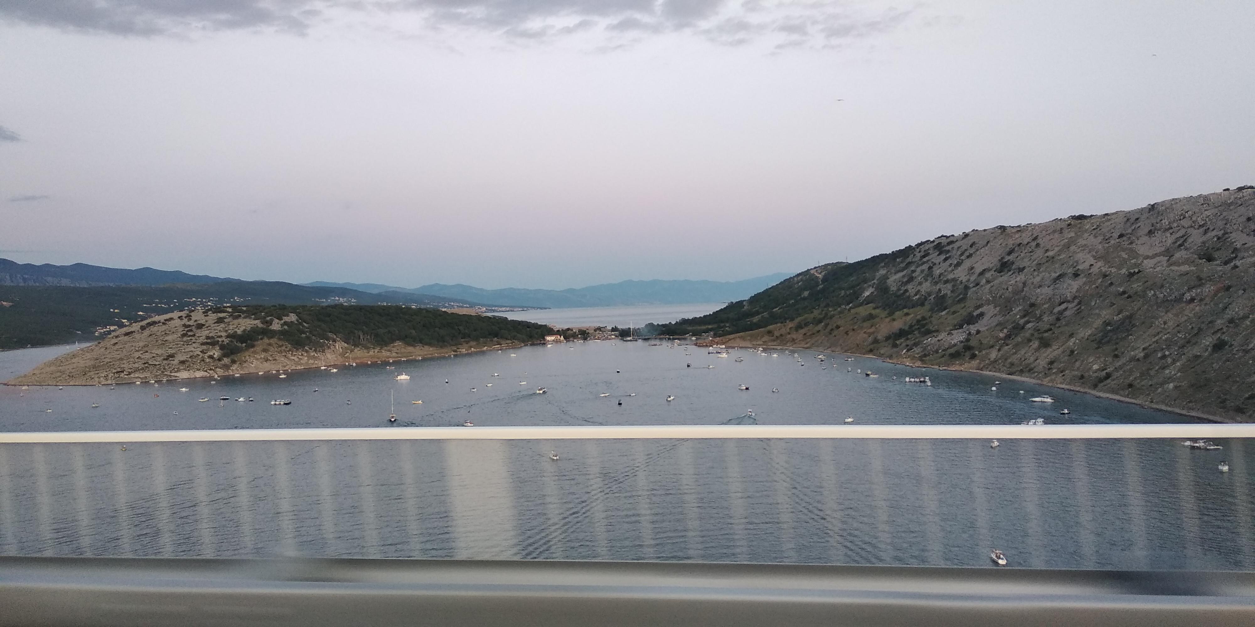 Pripreme za bakljadu na Krčkom mostu / Snimila Kornelia ŠOKOTA
