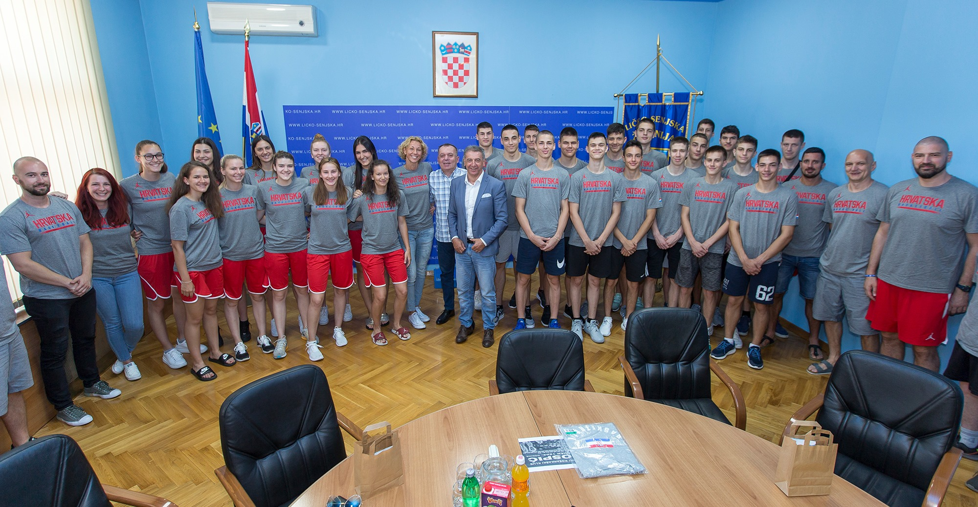 Župan Darko Milinović primo ekipe državne reprezentacije U20 i mlade košarkaše U16