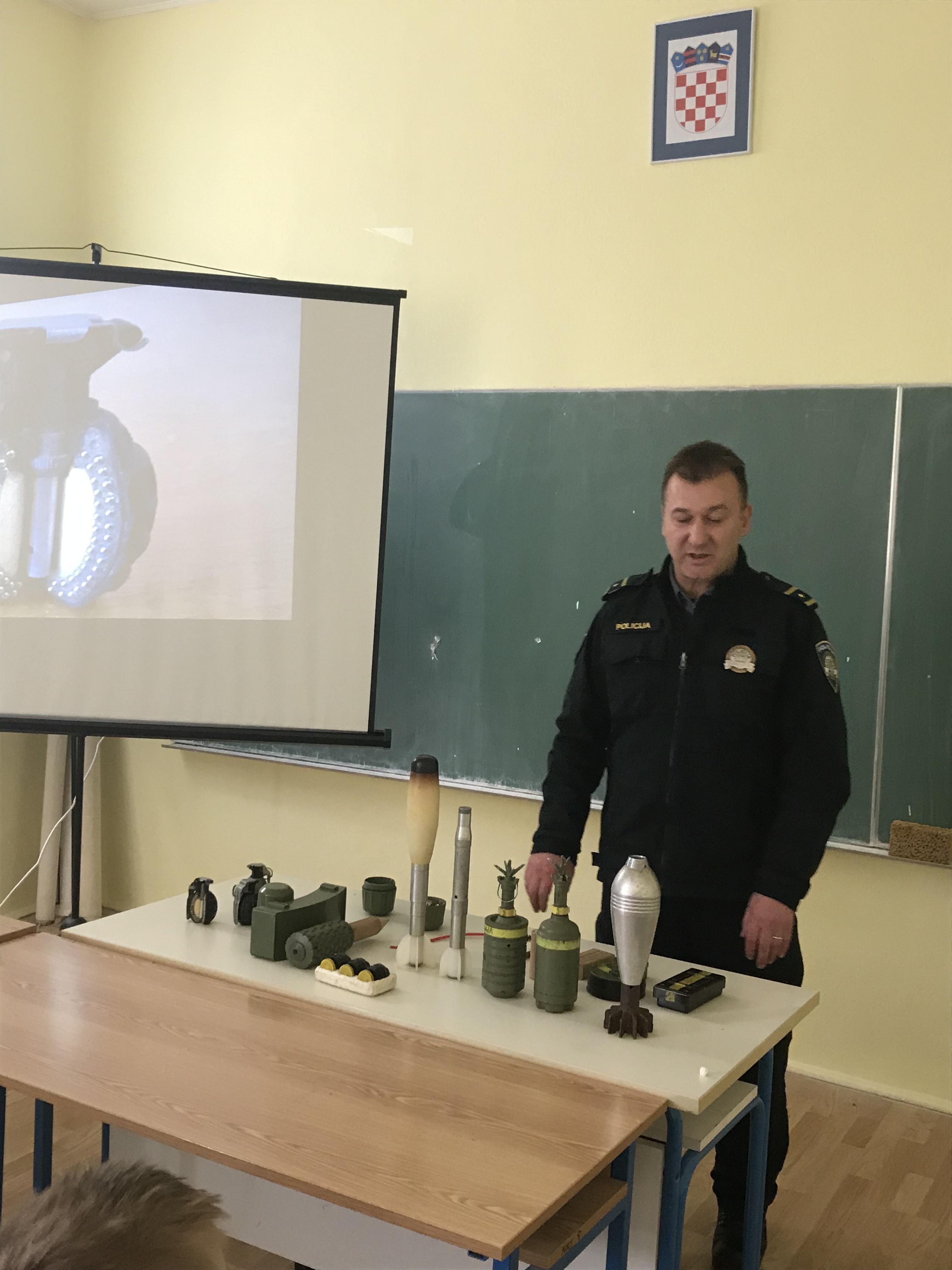 Gornji Kosinj, OŠ Anž Frankopan, edukacija o minama